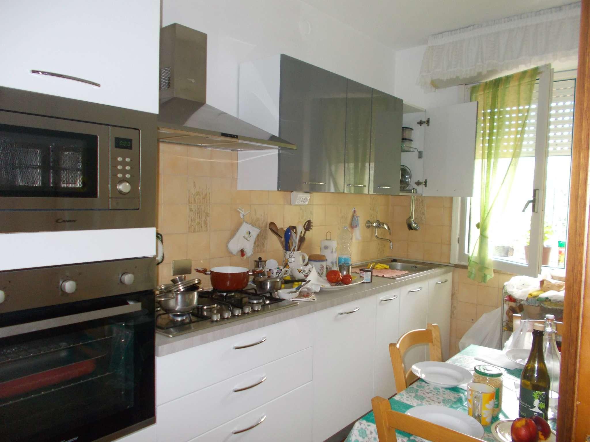 Appartamento in buone condizioni parzialmente arredato in vendita Rif. 7600839