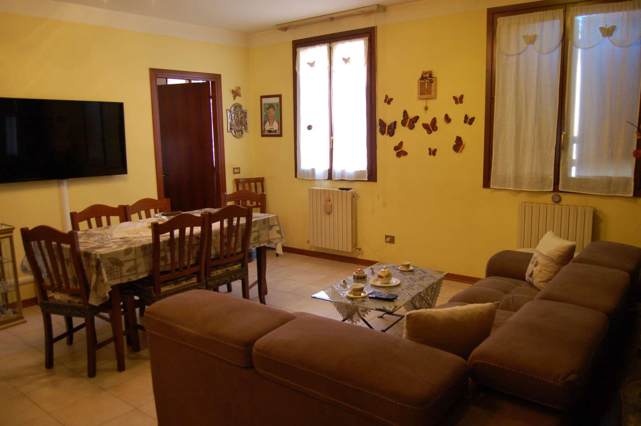 Appartamento in vendita a Quattro Castella, 3 locali, prezzo € 115.000   CambioCasa.it