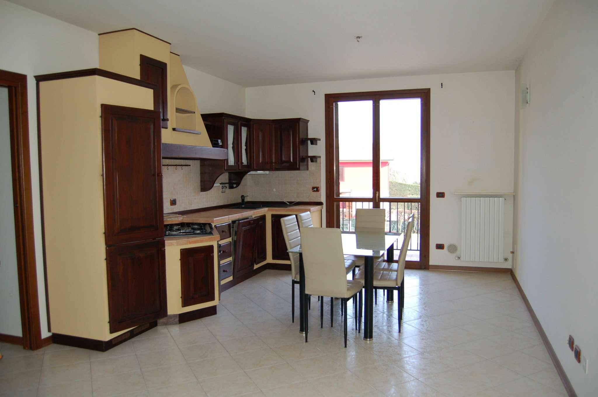 Appartamento in vendita a Quattro Castella, 3 locali, prezzo € 130.000   CambioCasa.it