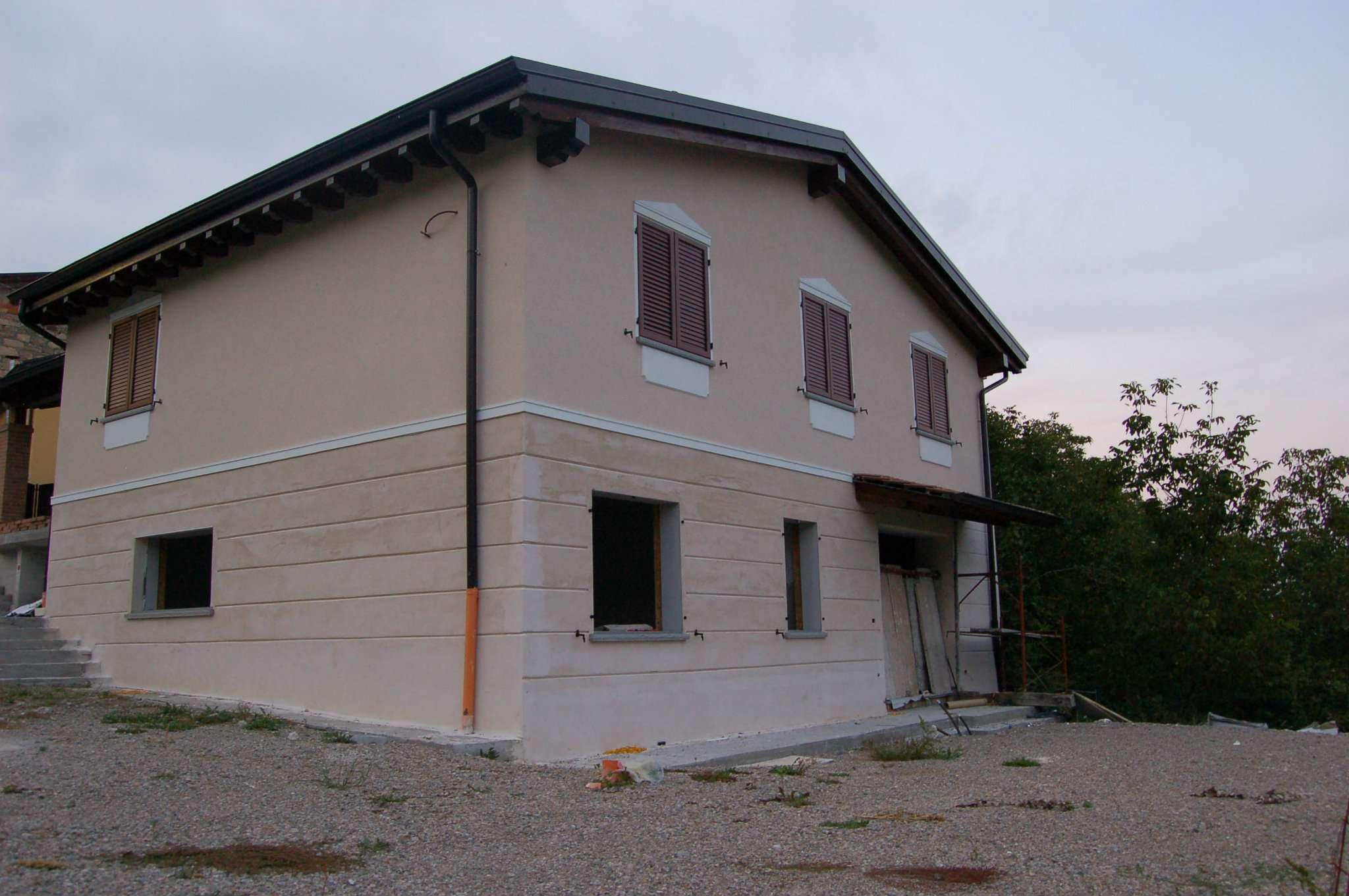 Soluzione Indipendente in vendita a Villa Minozzo, 6 locali, prezzo € 250.000 | CambioCasa.it