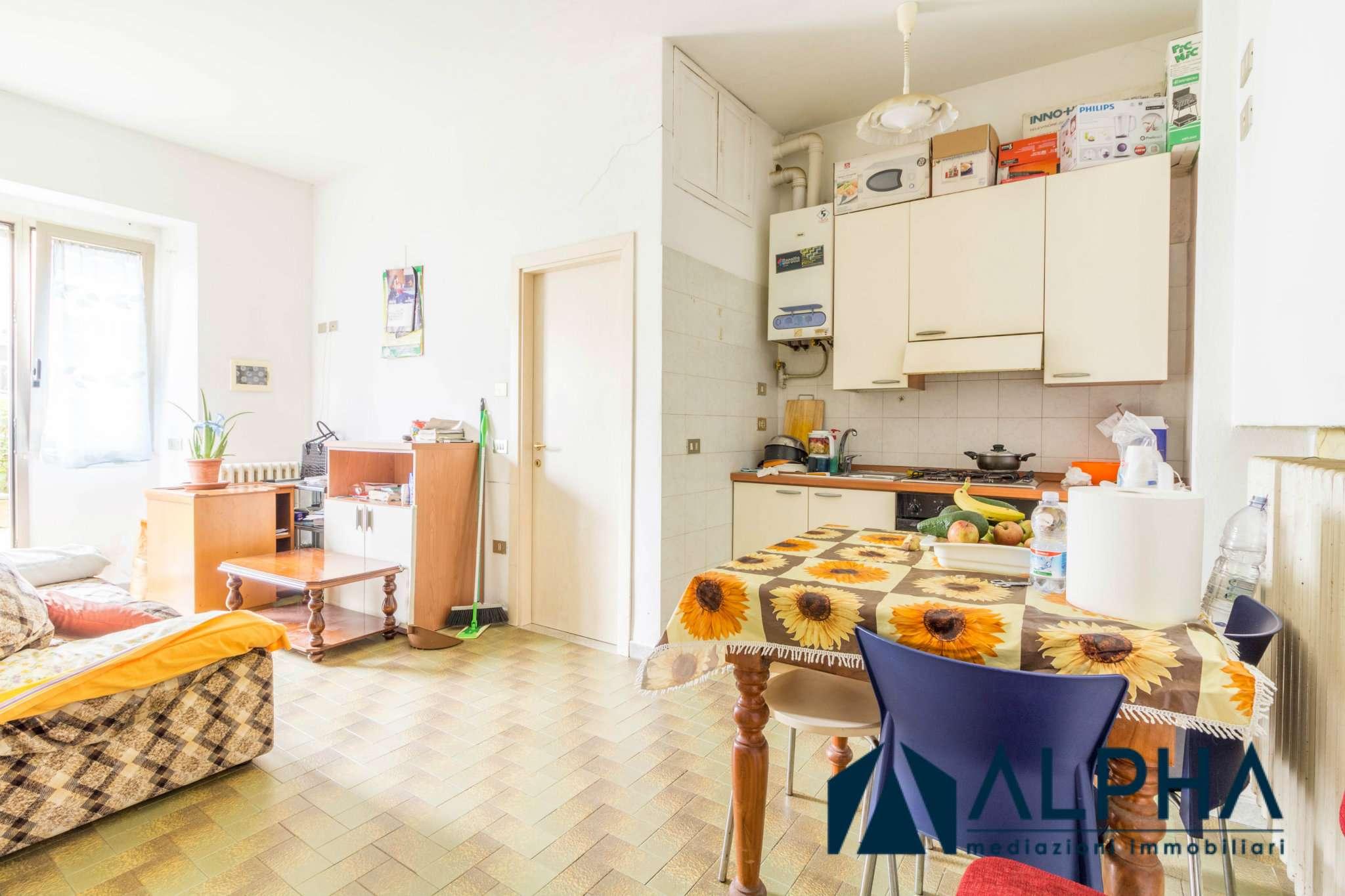 Appartamento in buone condizioni parzialmente arredato in vendita Rif. 5674039