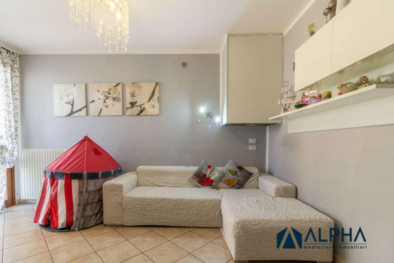 Appartamento in buone condizioni parzialmente arredato in vendita Rif. 7772003