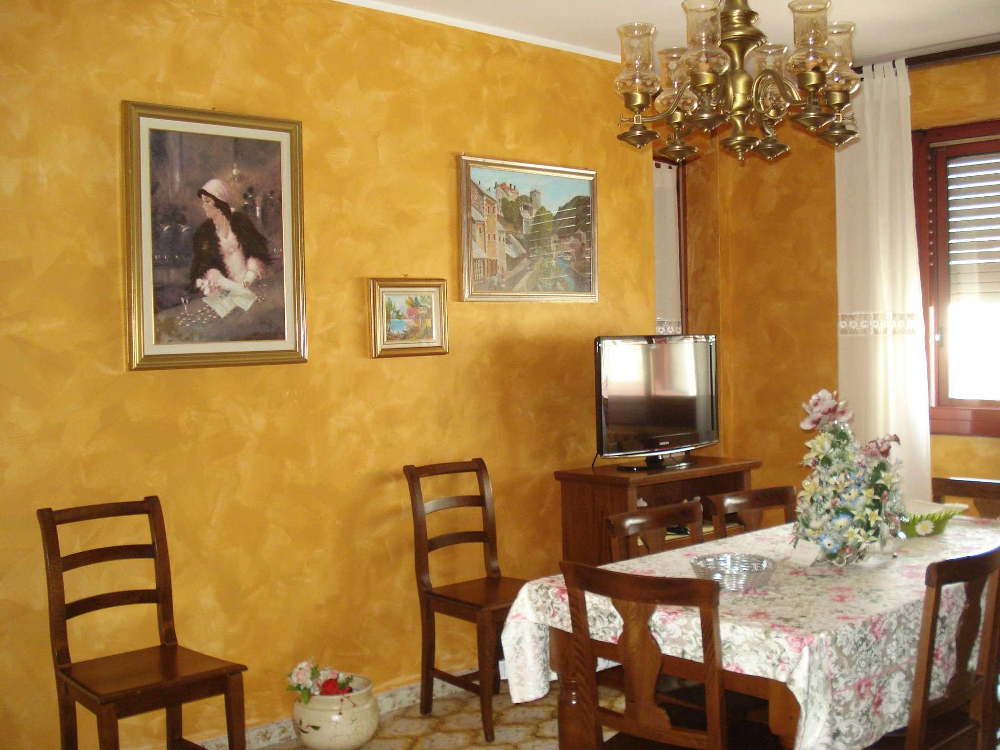 Appartamento in vendita a Beinasco, 4 locali, prezzo € 135.000 | CambioCasa.it