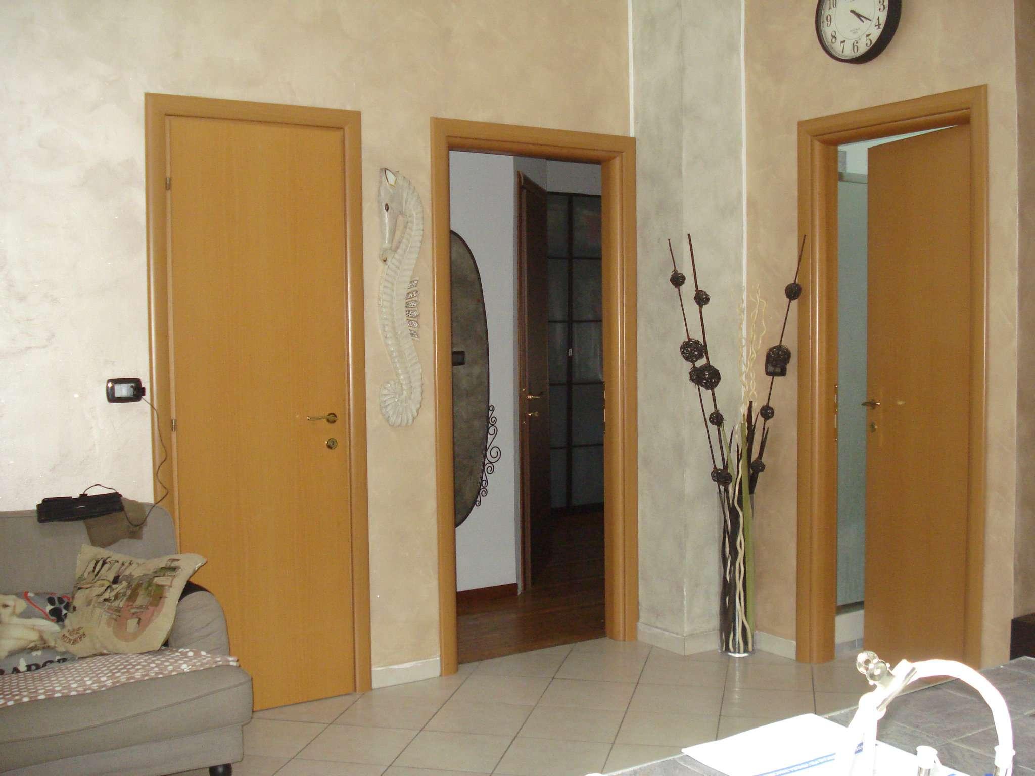 Appartamento in vendita a Nichelino, 3 locali, prezzo € 125.000   CambioCasa.it
