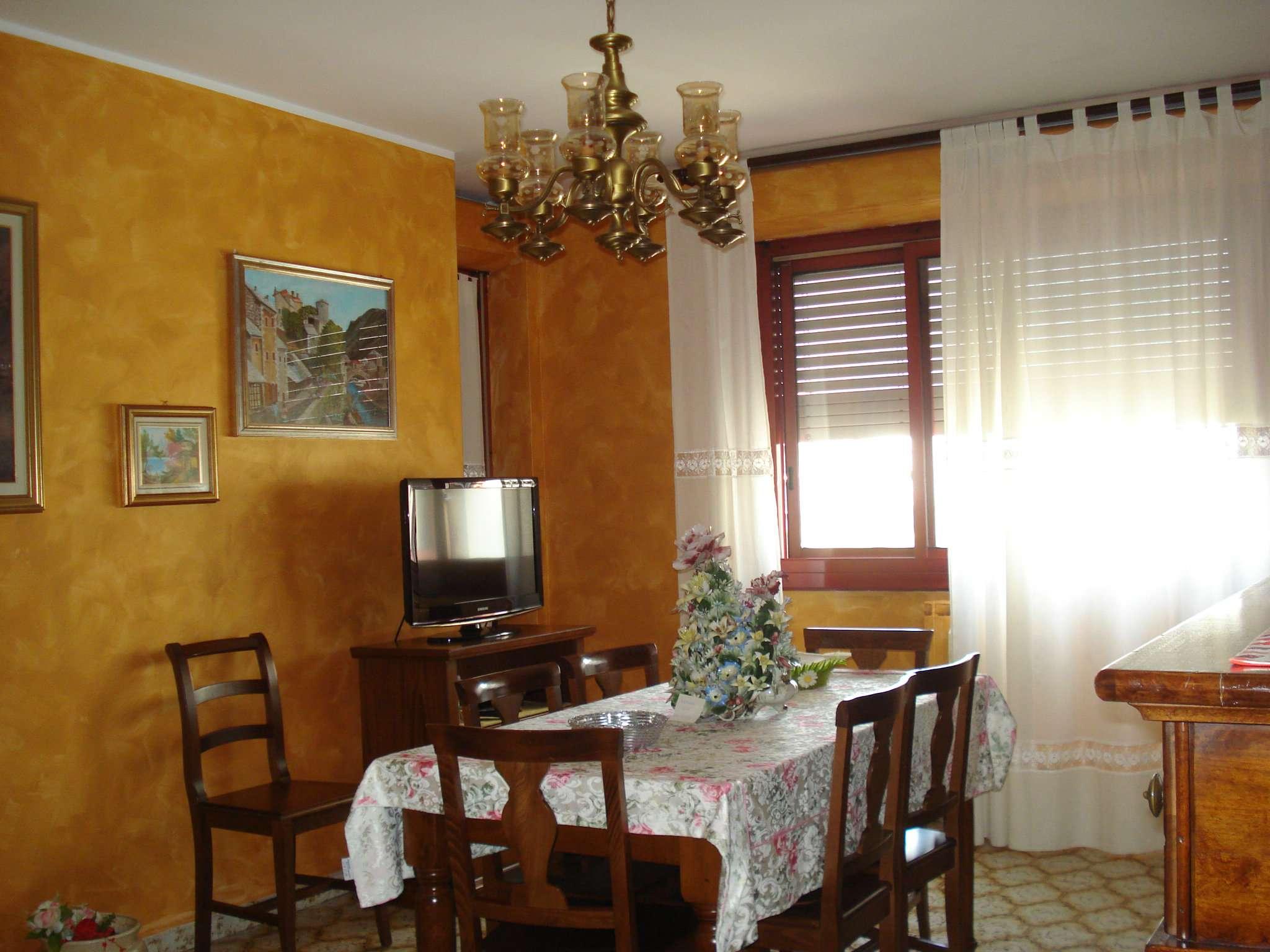 Appartamento in buone condizioni in vendita Rif. 6859362