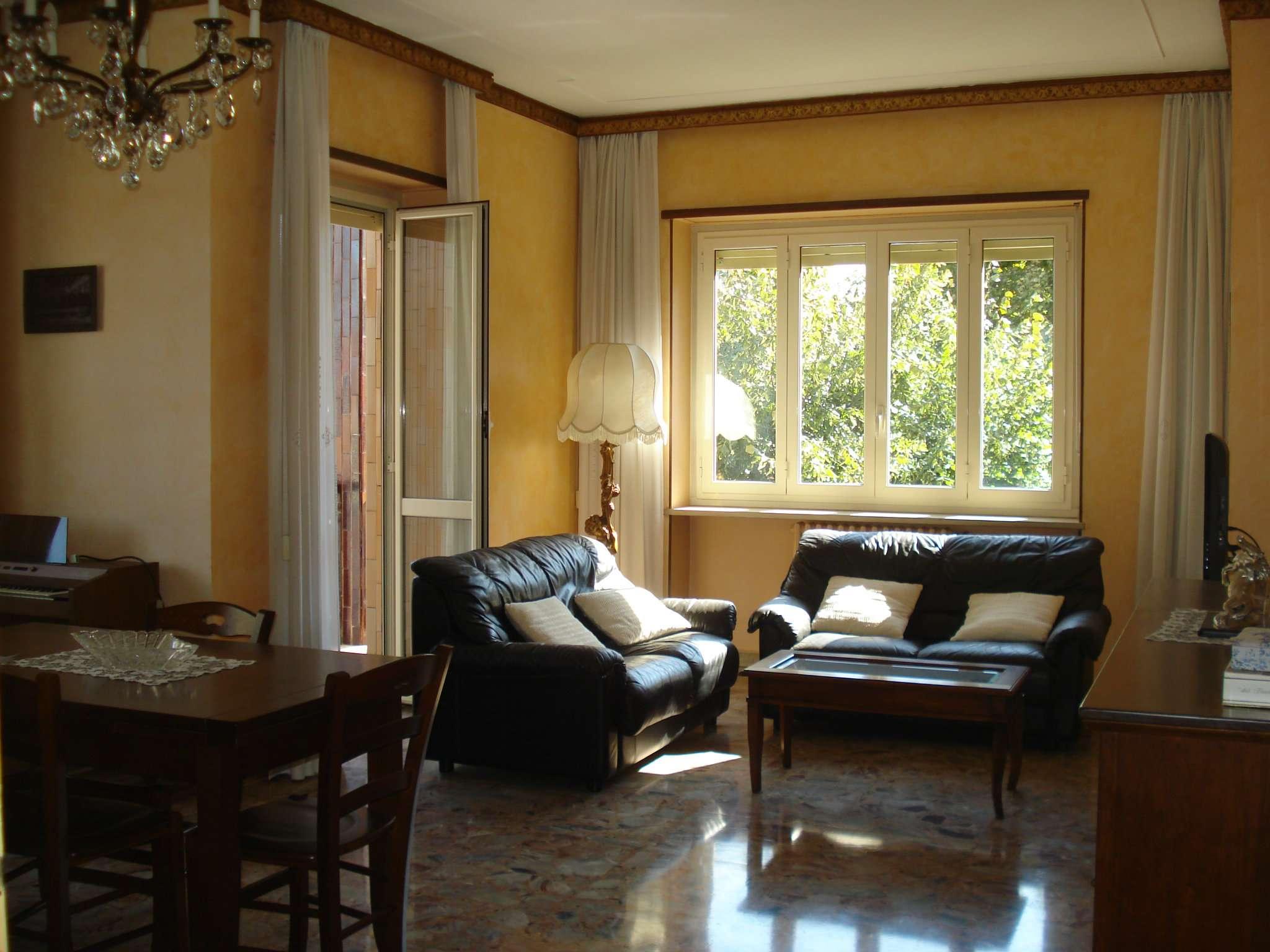 Appartamento in buone condizioni in vendita Rif. 7062065