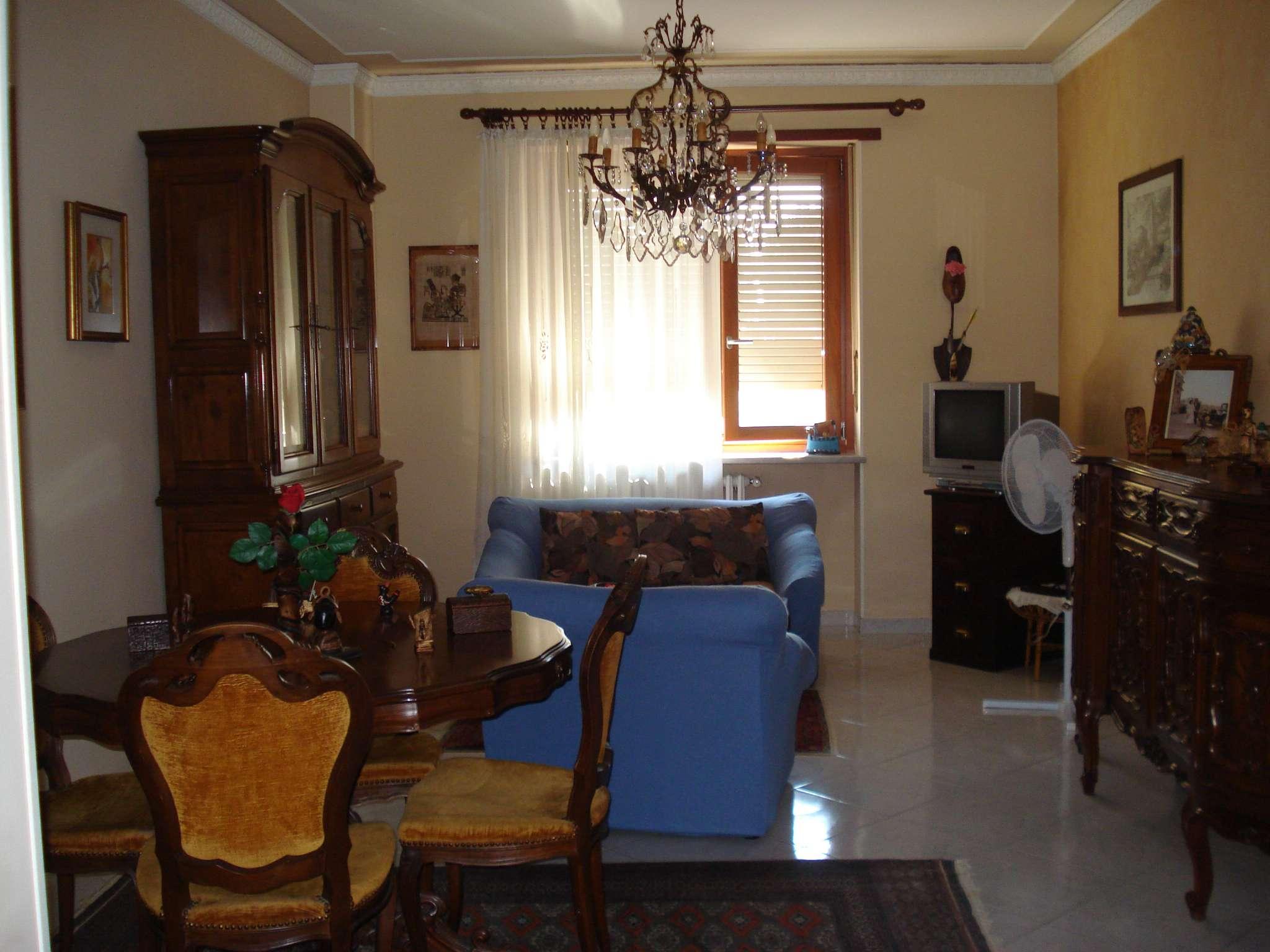 Appartamento in buone condizioni in vendita Rif. 7784925