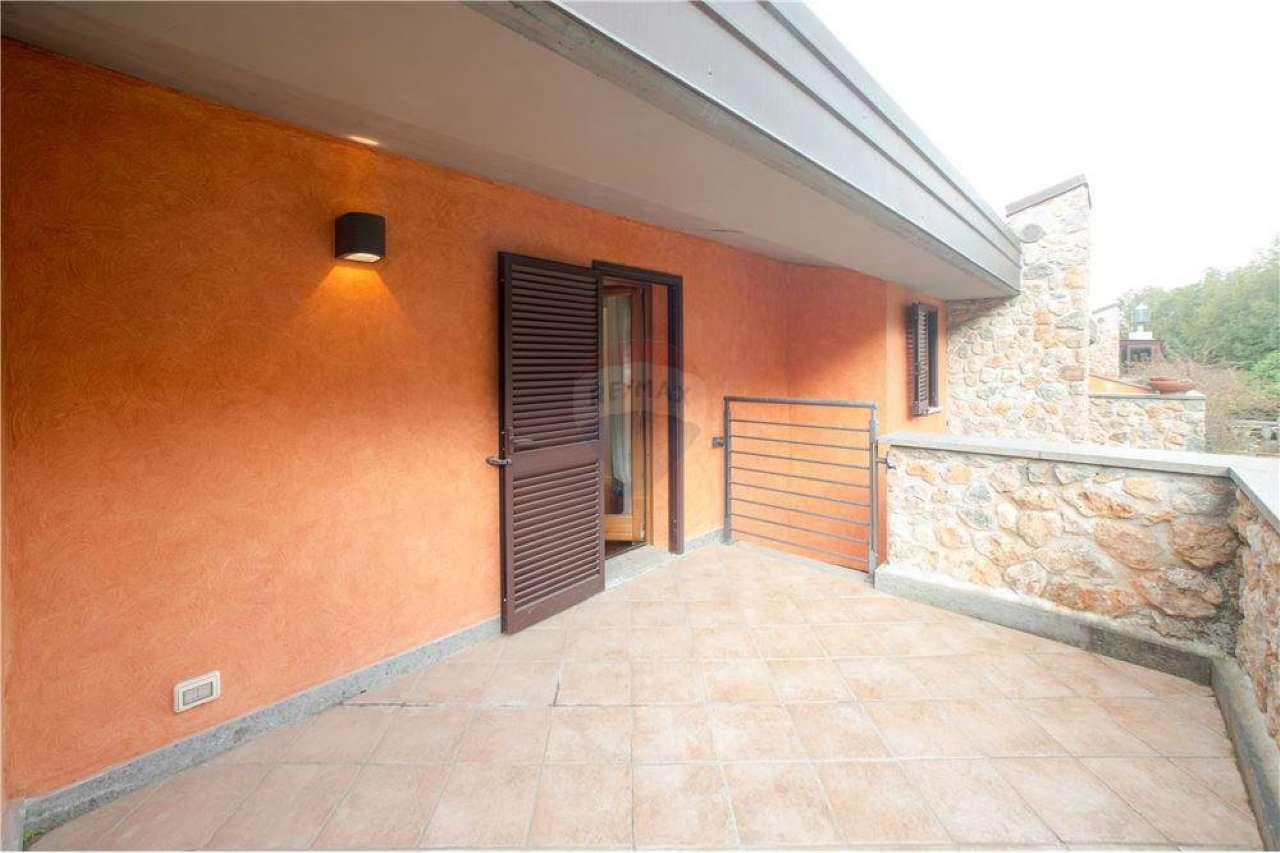 Appartamento ristrutturato arredato in vendita Rif. 8143334