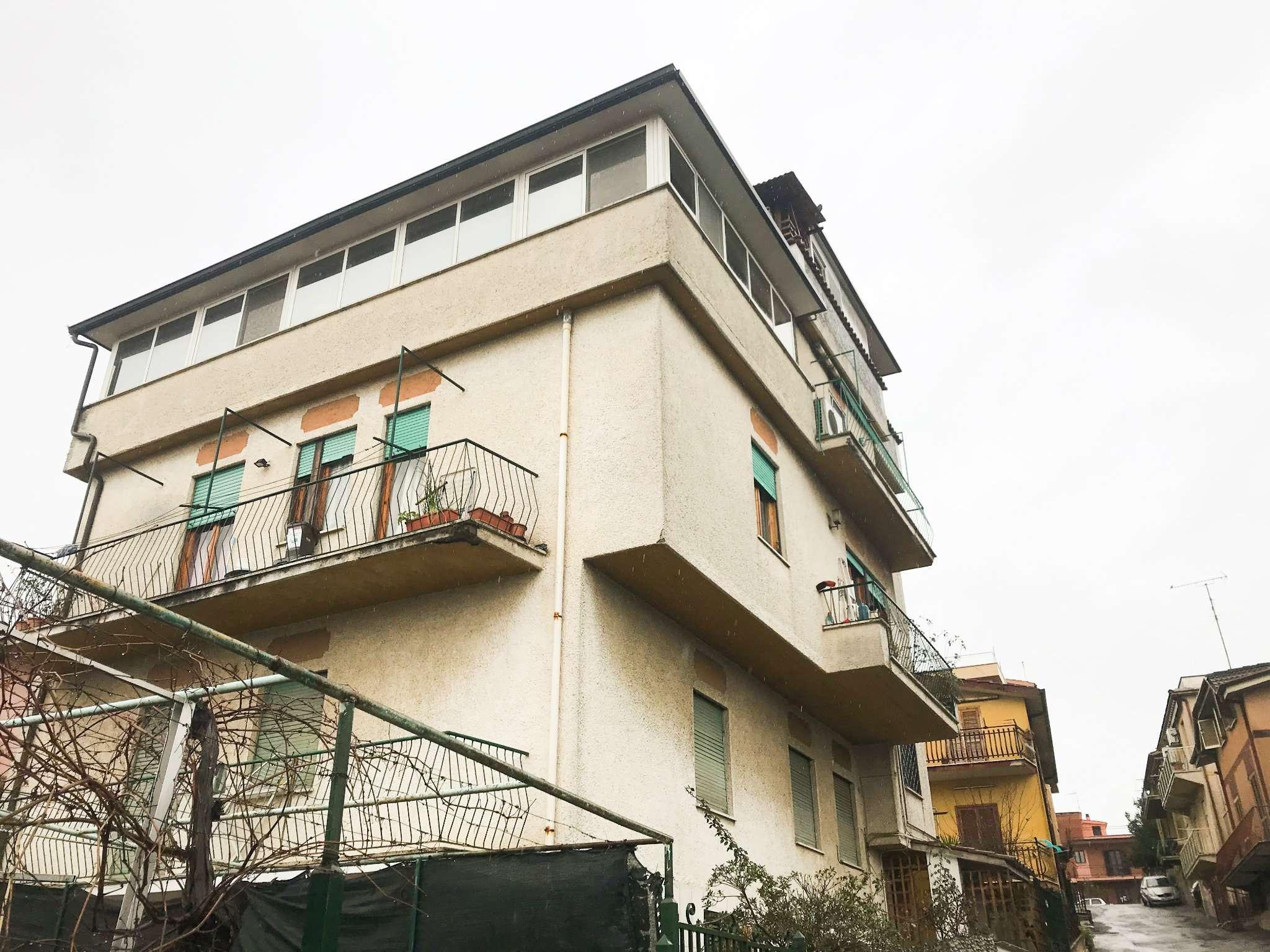 Appartamento in discrete condizioni arredato in vendita Rif. 8564484