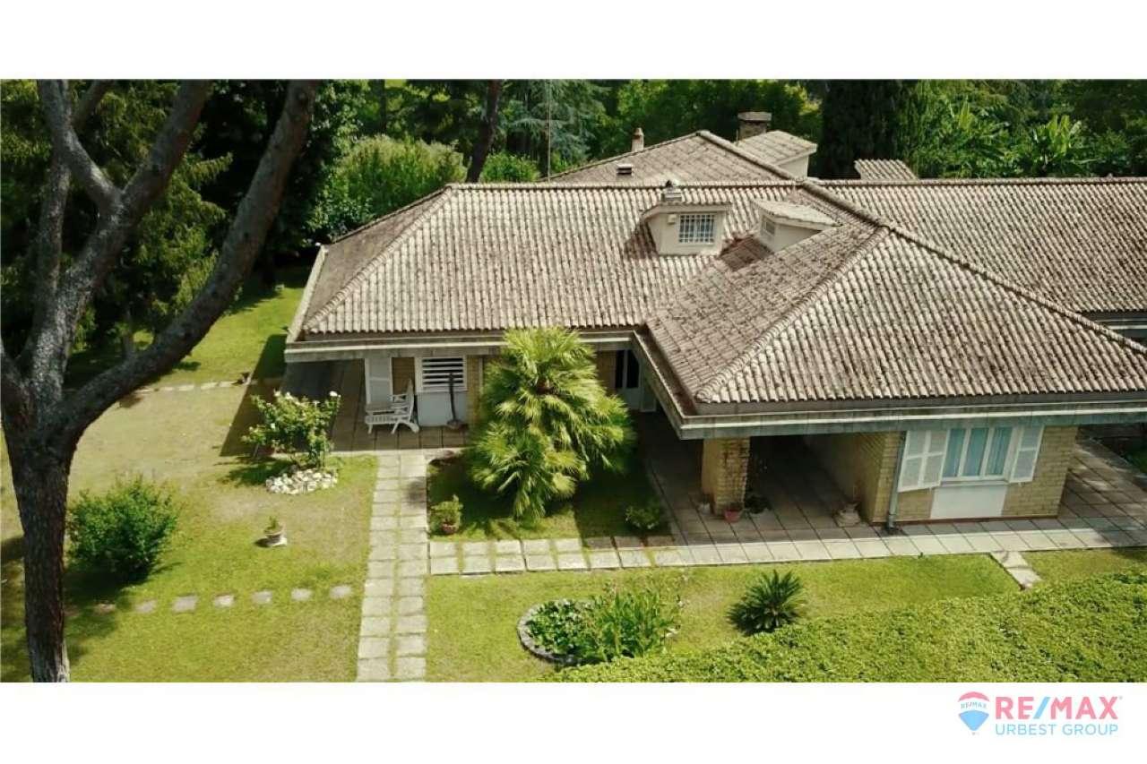 Villa in vendita a Riano, 10 locali, prezzo € 729.000 | CambioCasa.it