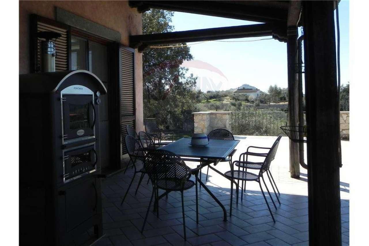 Villa in vendita a Palombara Sabina, 10 locali, prezzo € 695.000 | CambioCasa.it