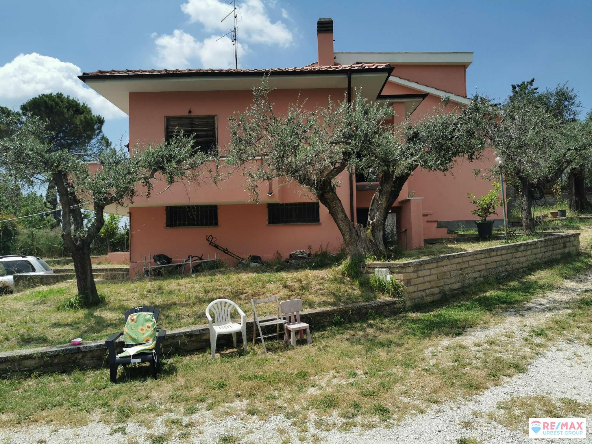 Villa Bifamiliare in vendita a Palombara Sabina, 6 locali, prezzo € 210.000 | CambioCasa.it