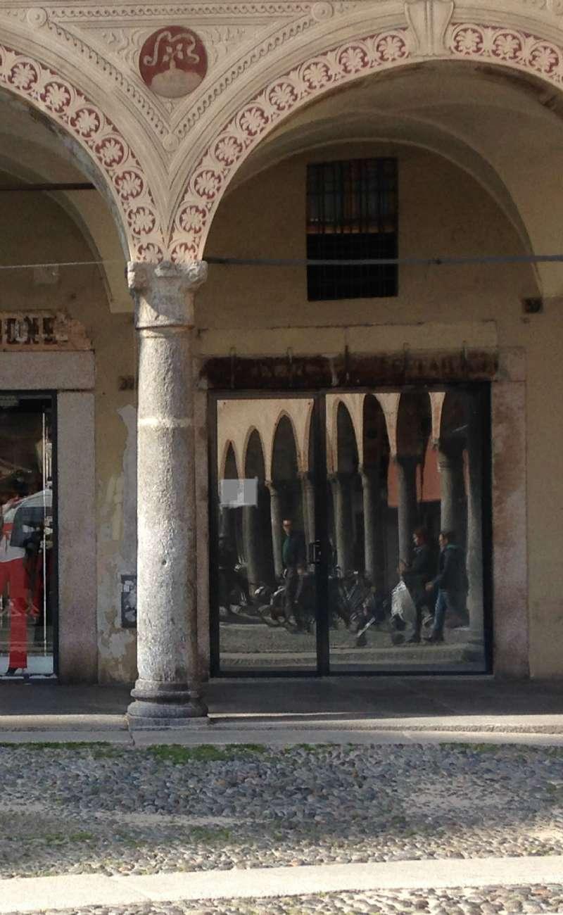 Negozio / Locale in affitto a Vigevano, 2 locali, prezzo € 1.100 | CambioCasa.it