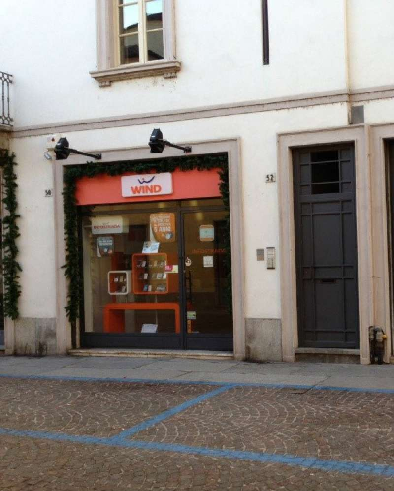 Negozio / Locale in affitto a Vigevano, 2 locali, prezzo € 830 | CambioCasa.it