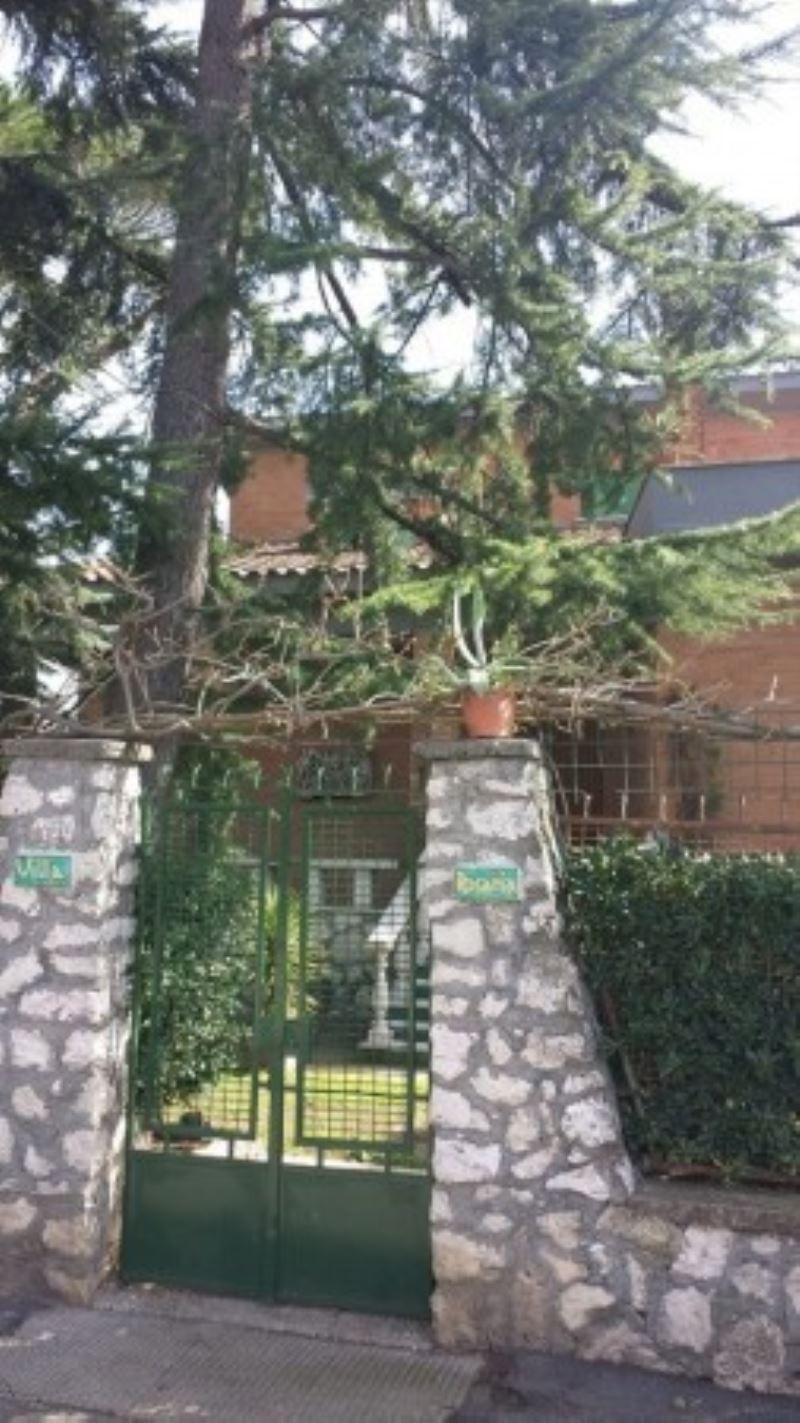 Villa in vendita a Mentana, 7 locali, prezzo € 345.000 | CambioCasa.it