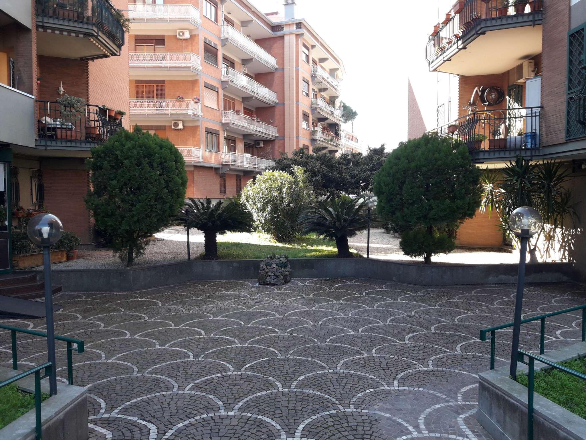 Appartamento in vendita a Roma, 4 locali, zona Zona: 16 . Appia nuova - Alberone - Colli Albani, prezzo € 390.000 | CambioCasa.it