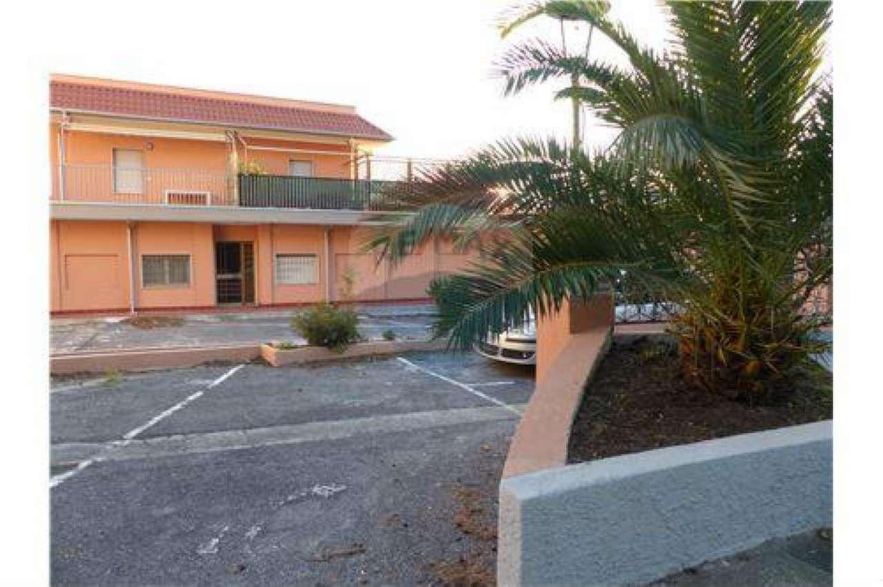 Appartamento in buone condizioni arredato in vendita Rif. 9099360