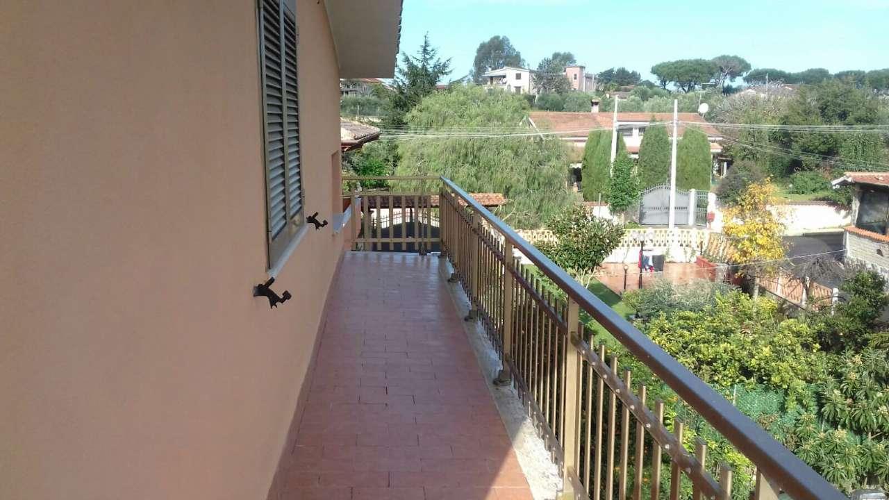 Pomezia Appartamento in villa in ottimo stato