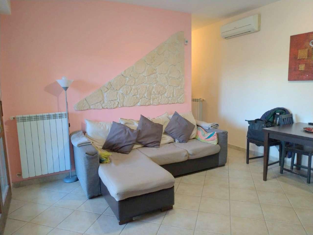 Appartamento in vendita a Pomezia, 2 locali, prezzo € 95.000 | CambioCasa.it