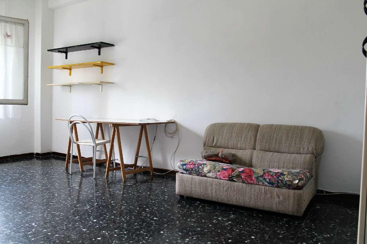 Stanza / posto letto in buone condizioni parzialmente arredato in affitto Rif. 6989537