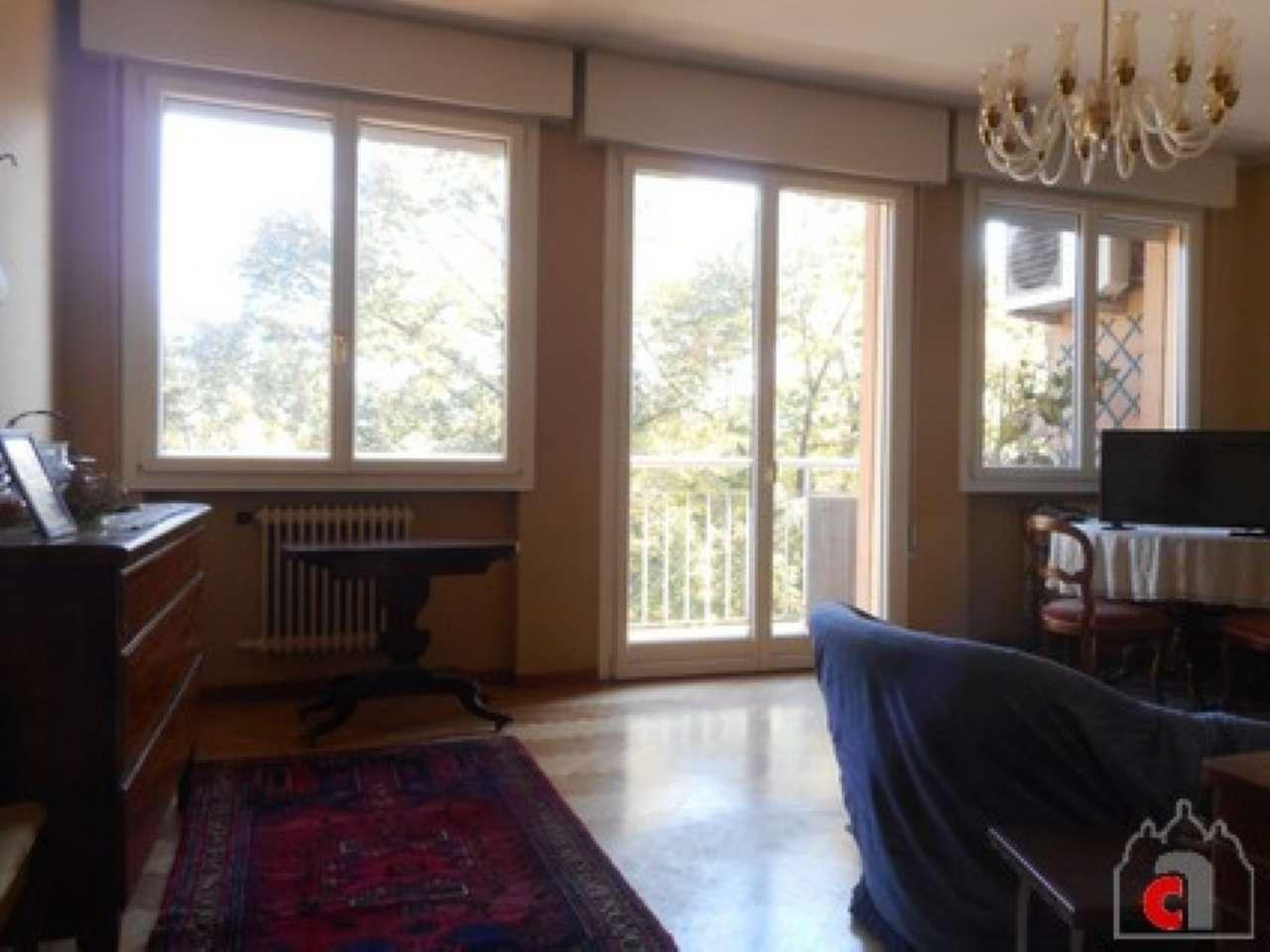 Appartamento in discrete condizioni in vendita Rif. 8246483