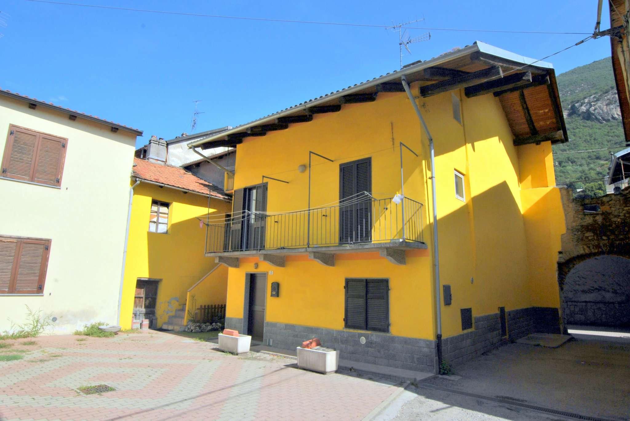 Porzione di casa in buone condizioni in vendita Rif. 7772045