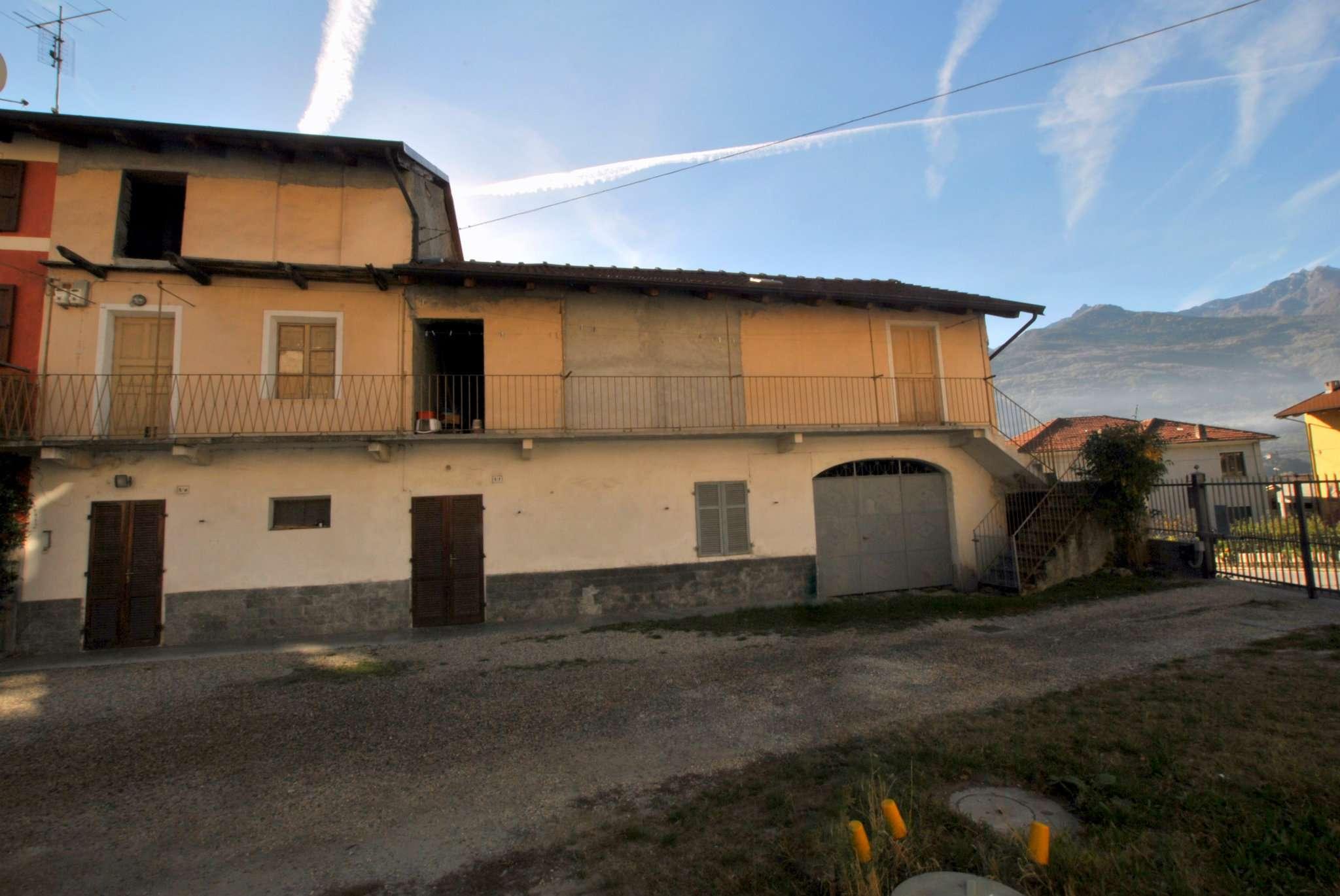 Porzione di casa in discrete condizioni in vendita Rif. 8509045
