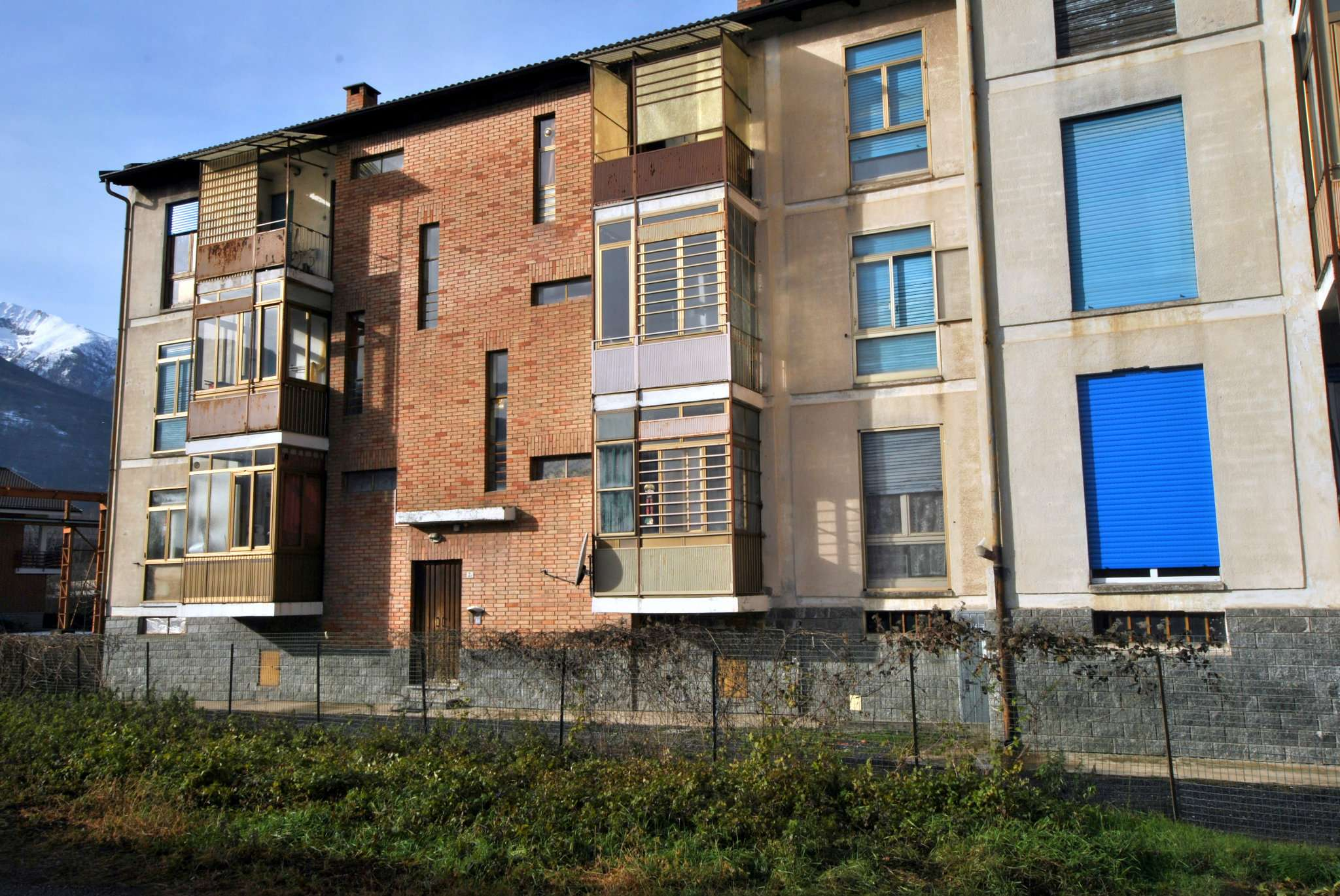 Appartamento in discrete condizioni in vendita Rif. 9099379