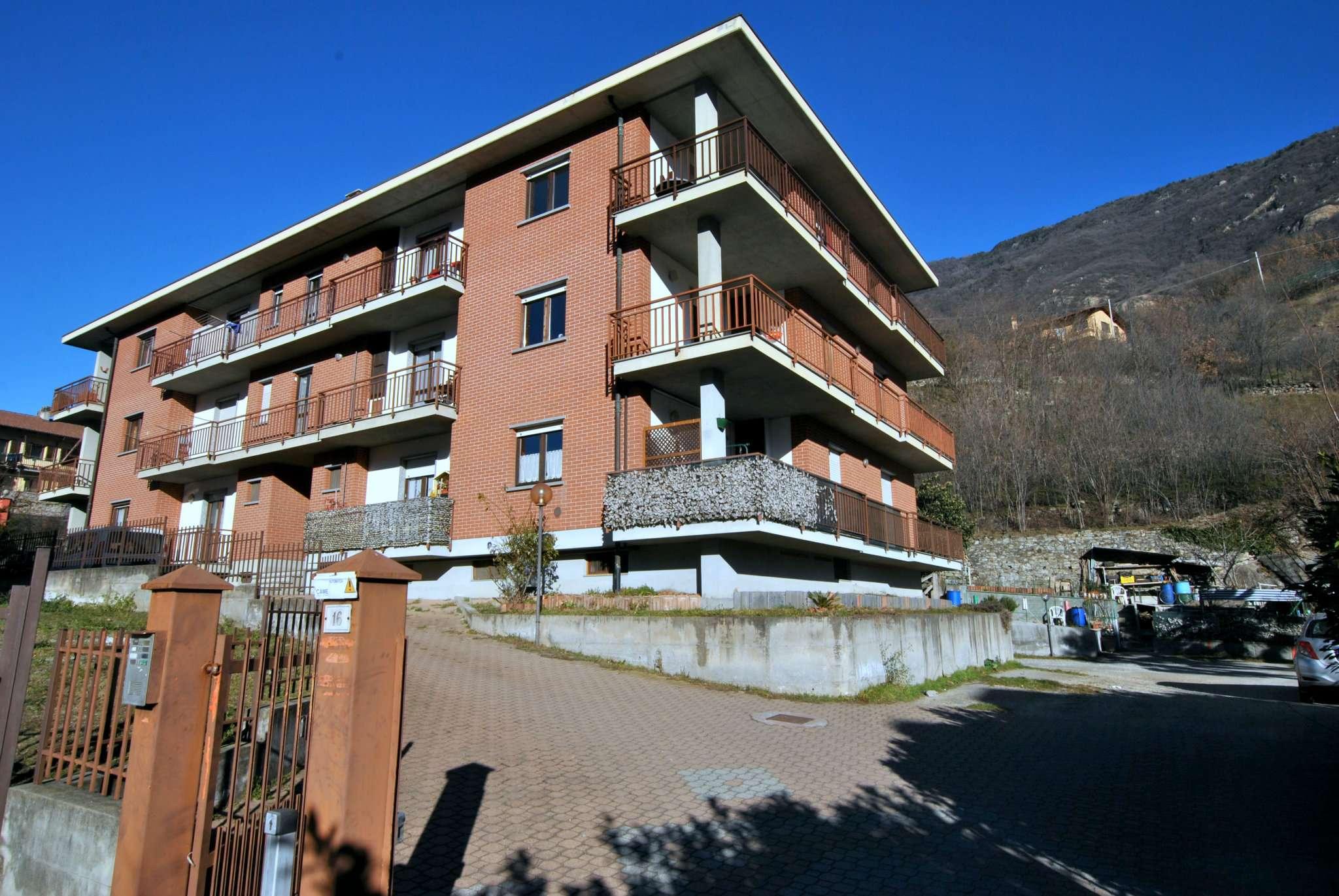 Appartamento in buone condizioni in vendita Rif. 9291937