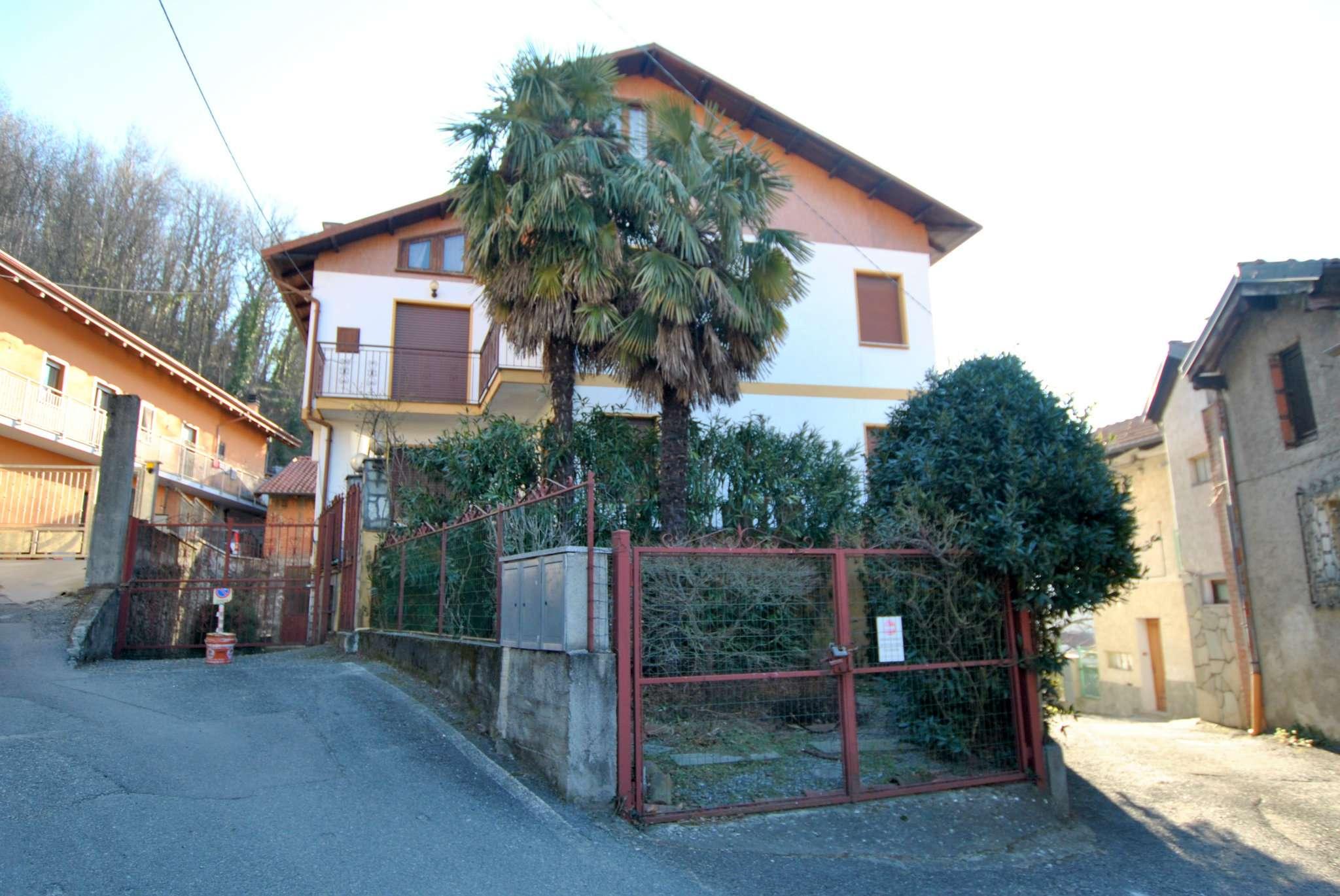 Villa Bifamiliare in vendita a Caprie, 8 locali, prezzo € 260.000   CambioCasa.it