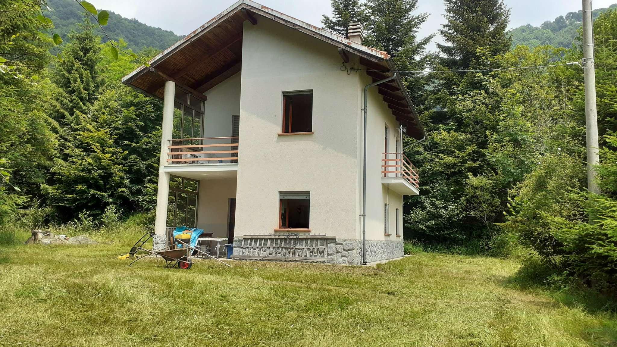 Palazzo / Stabile in Vendita a Rubiana