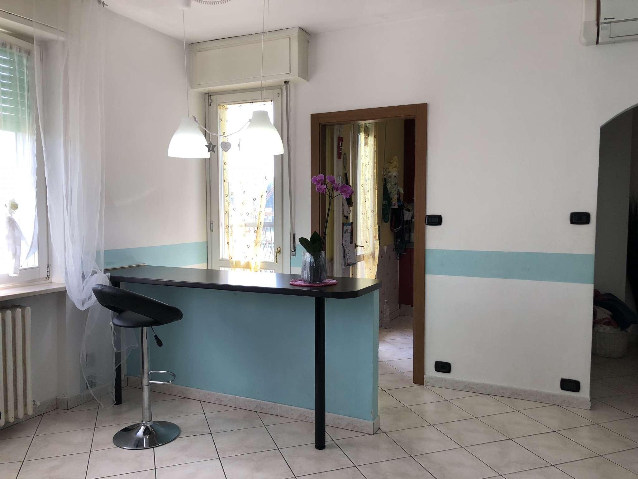 Appartamento in vendita a Gavirate, 4 locali, prezzo € 125.000 | CambioCasa.it