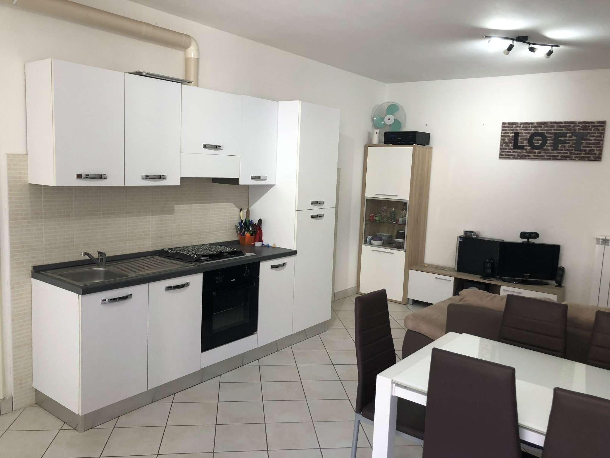 Appartamento in affitto a Bregano, 2 locali, prezzo € 400 | CambioCasa.it