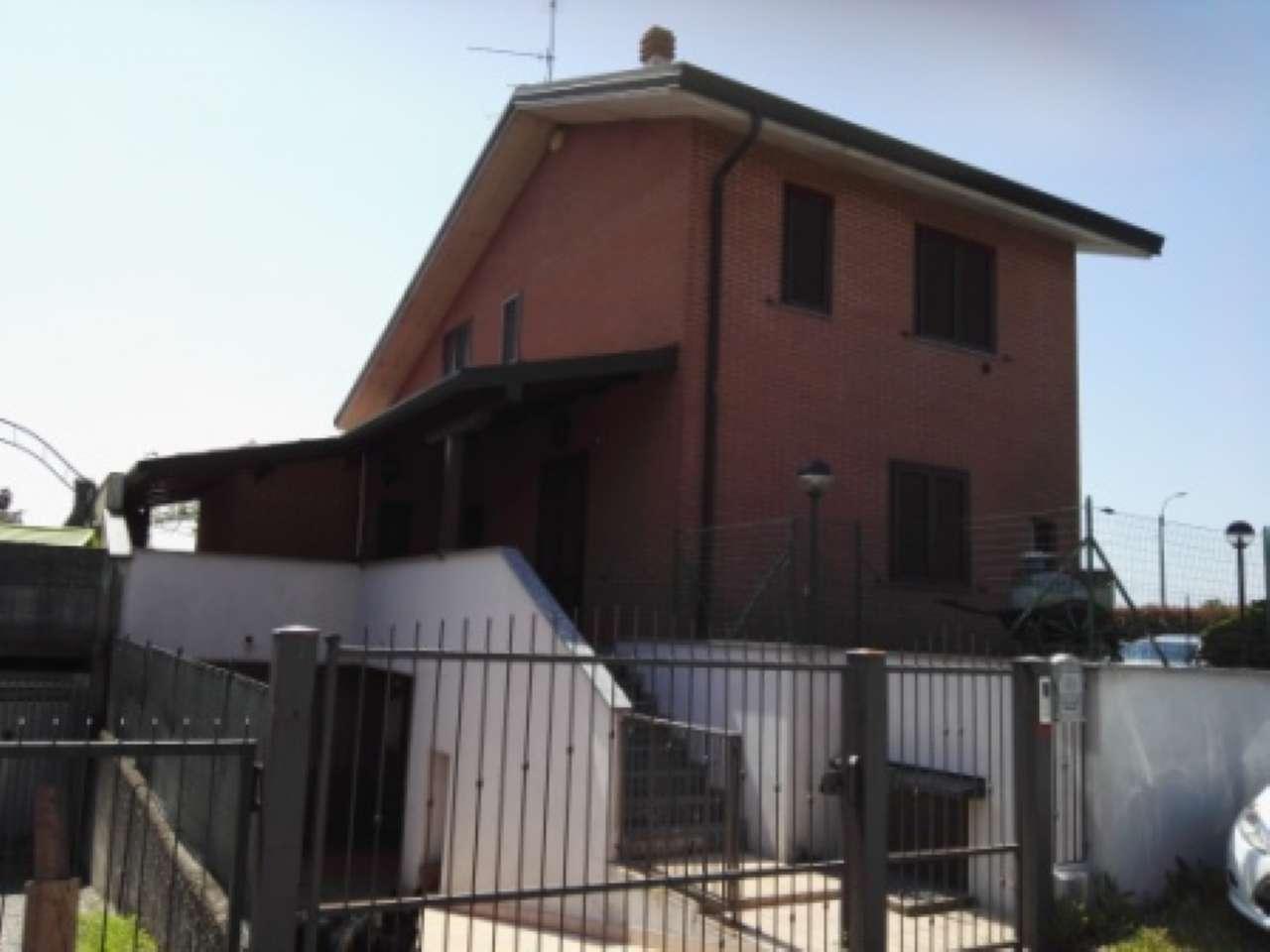 Villa in vendita a Carbonate, 3 locali, prezzo € 350.000 | CambioCasa.it