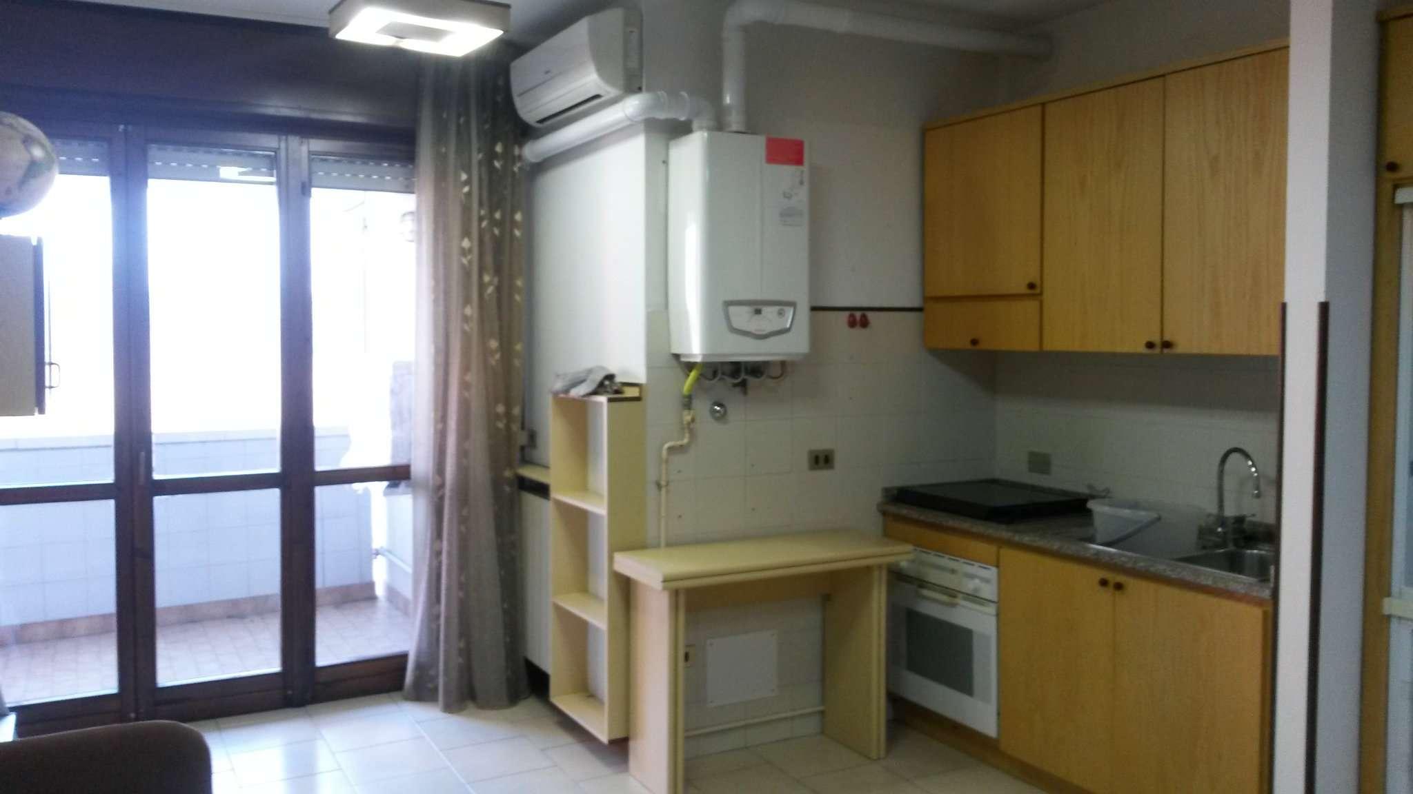 Appartamento in buone condizioni arredato in affitto Rif. 8595930