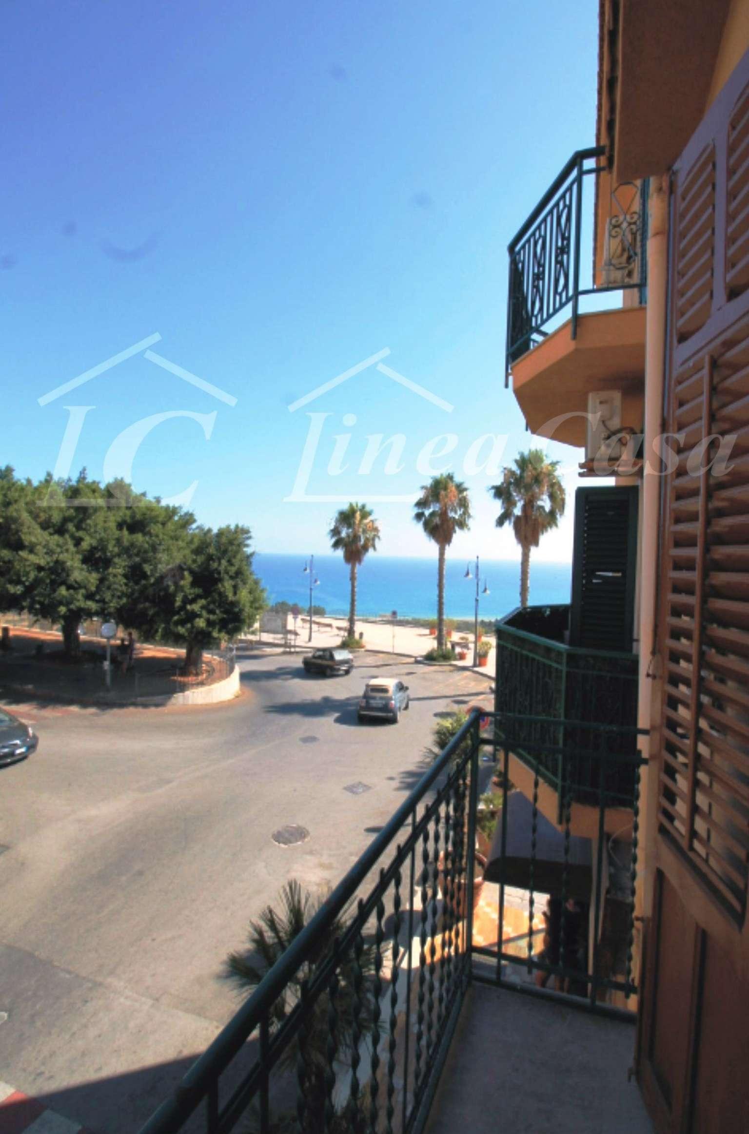 Appartamento in buone condizioni arredato in affitto Rif. 7350013