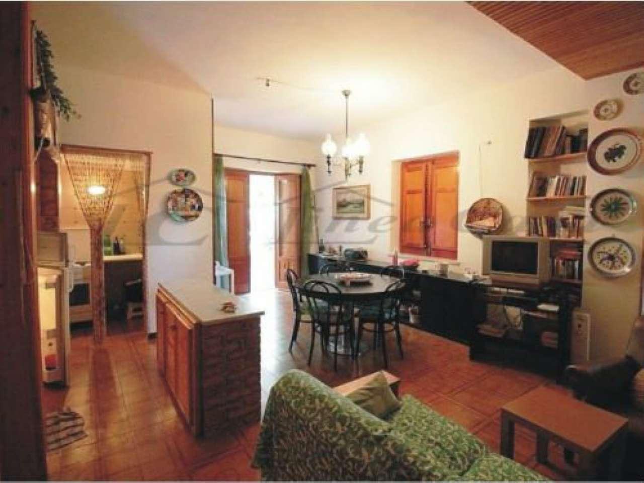 Villa in vendita a Altavilla Milicia, 7 locali, prezzo € 165.000 | CambioCasa.it