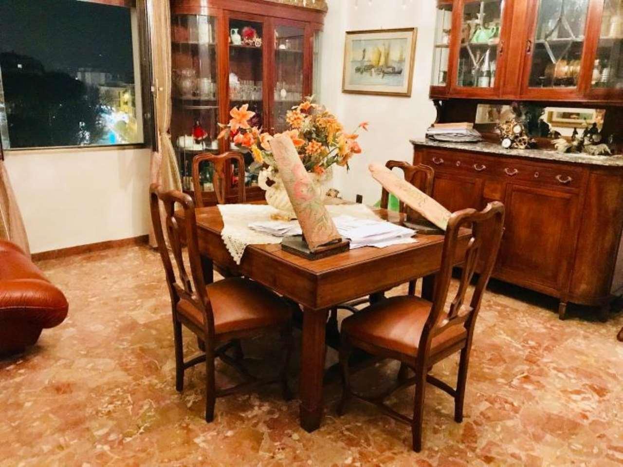 Appartamento in discrete condizioni in vendita Rif. 9308697