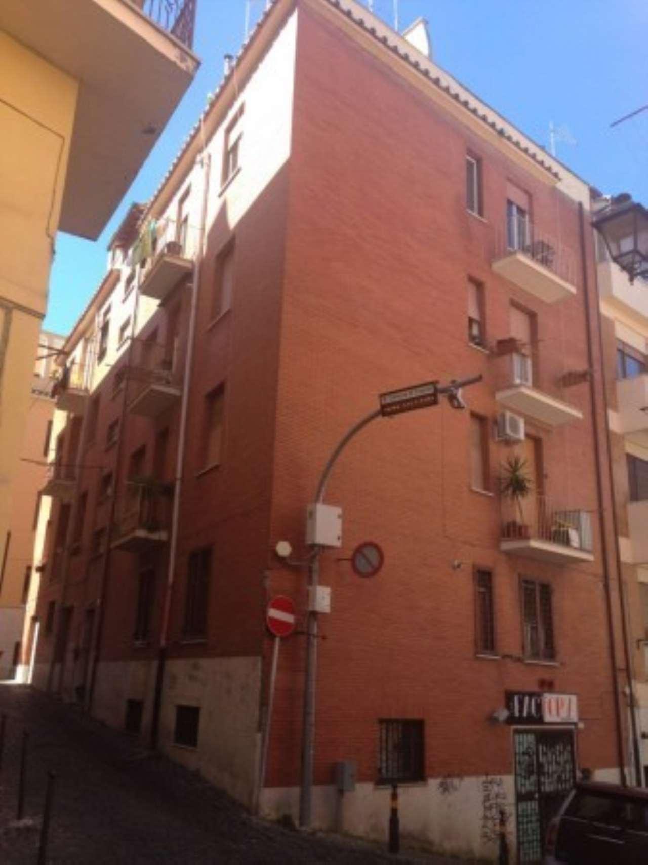 Appartamento in buone condizioni parzialmente arredato in affitto Rif. 8402254
