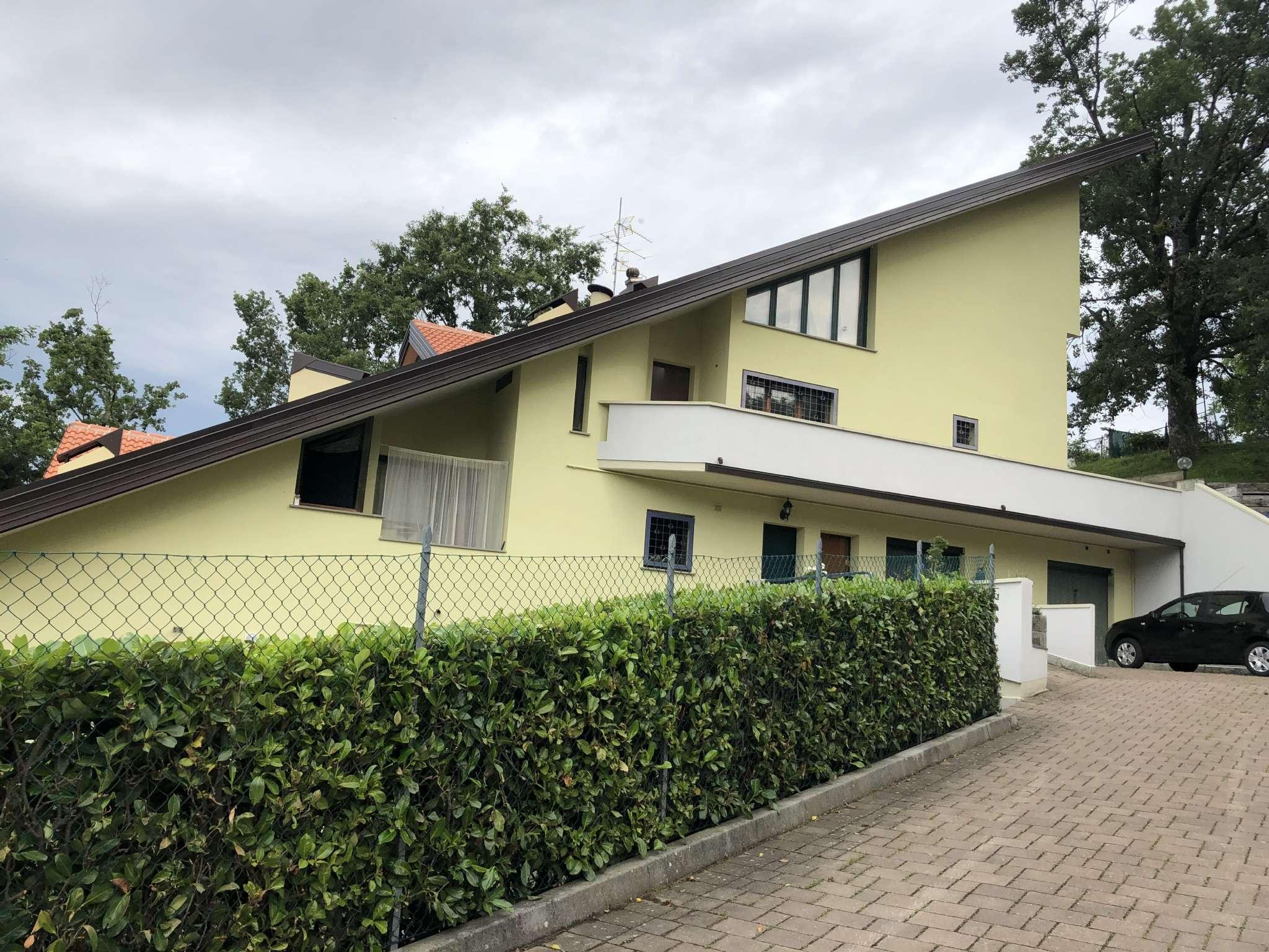Appartamento in buone condizioni in vendita Rif. 6937817