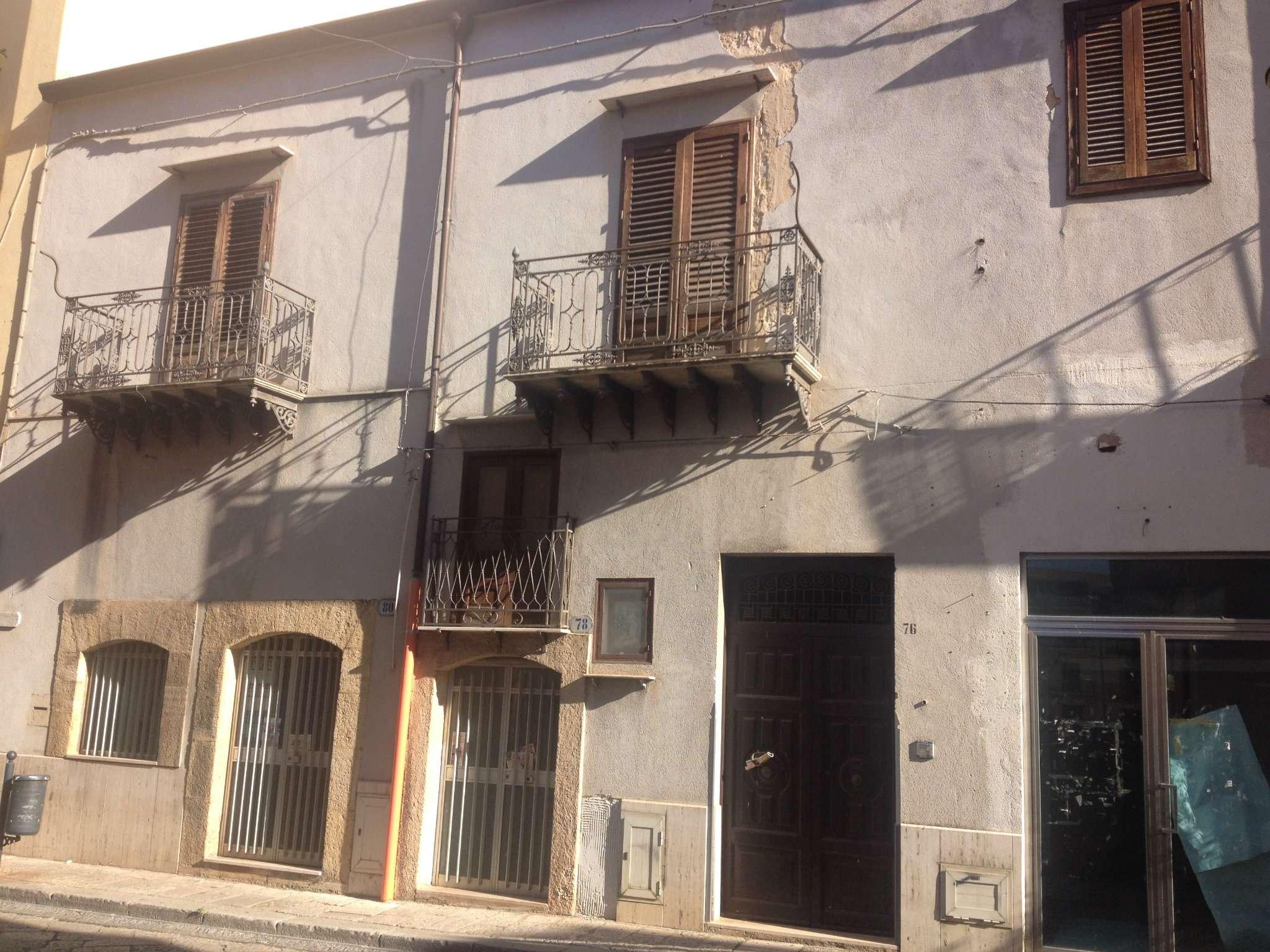 Appartamento in discrete condizioni in vendita Rif. 8850597