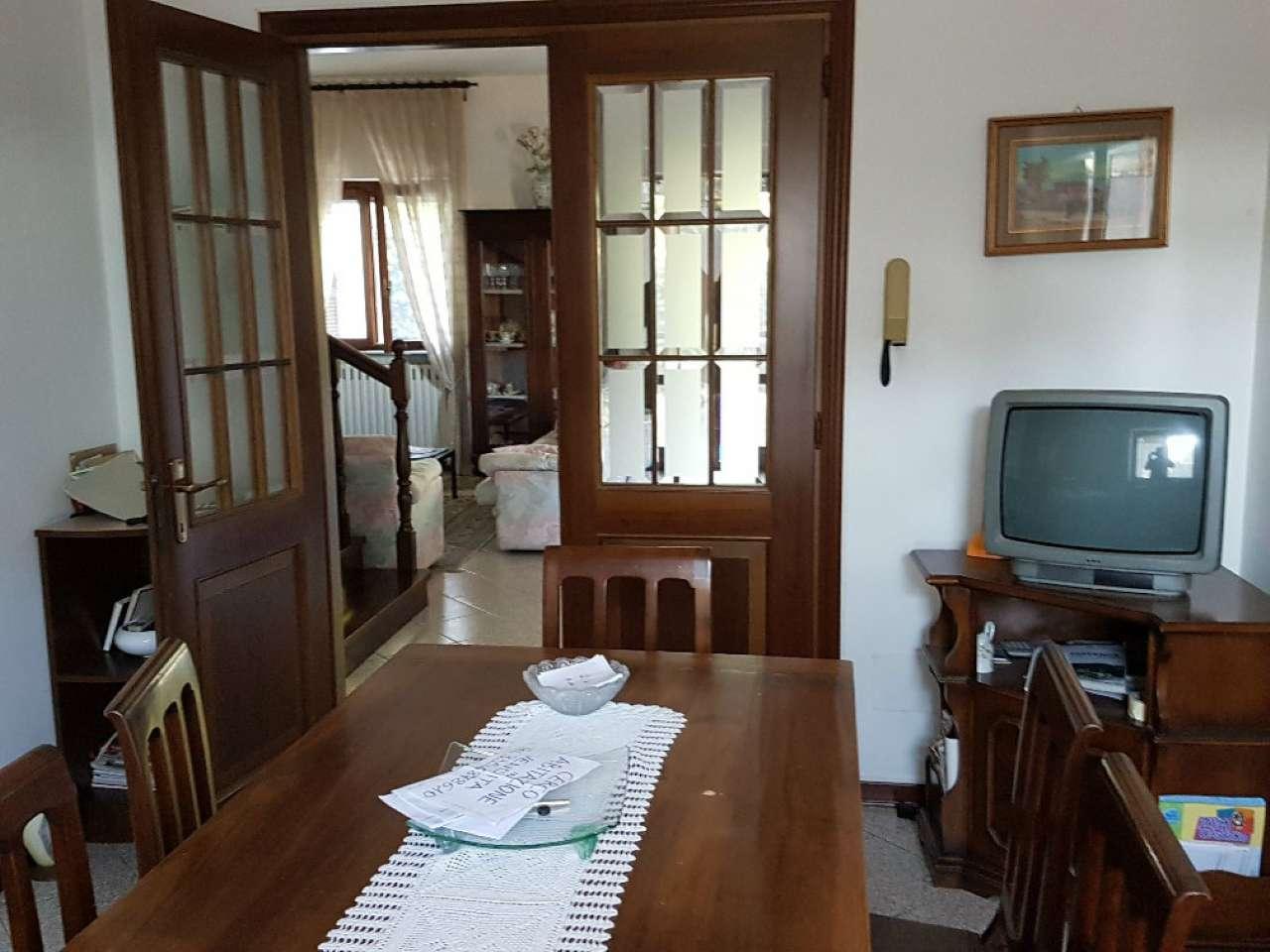 Villetta a schiera in discrete condizioni in vendita Rif. 8329512