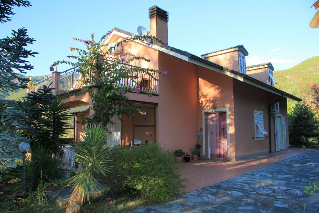 Villa in vendita a Deiva Marina, 12 locali, prezzo € 540.000 | CambioCasa.it