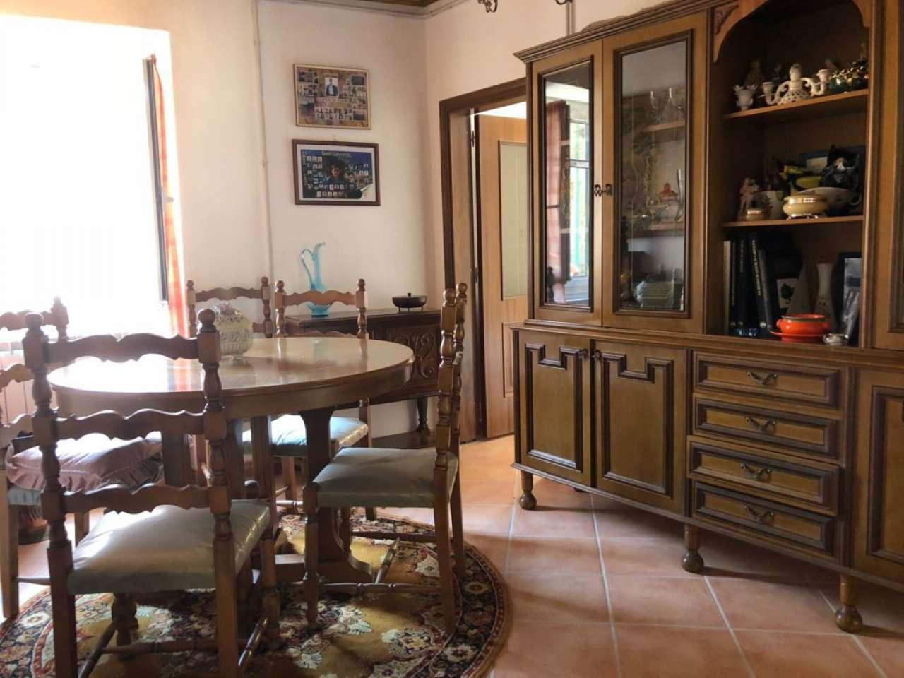 Appartamento in buone condizioni arredato in vendita Rif. 7603232