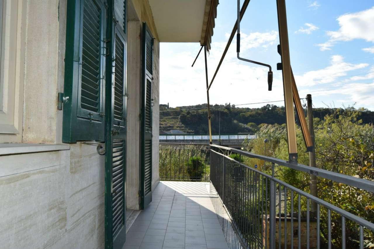 Ampio appartamento piano terra con balconi