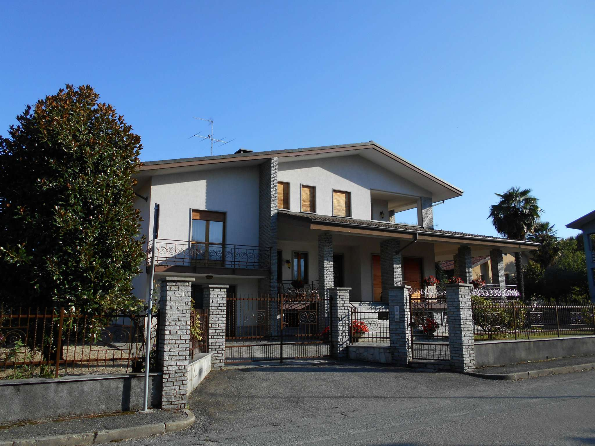 Villa Bifamiliare in vendita a Bricherasio, 10 locali, Trattative riservate | PortaleAgenzieImmobiliari.it