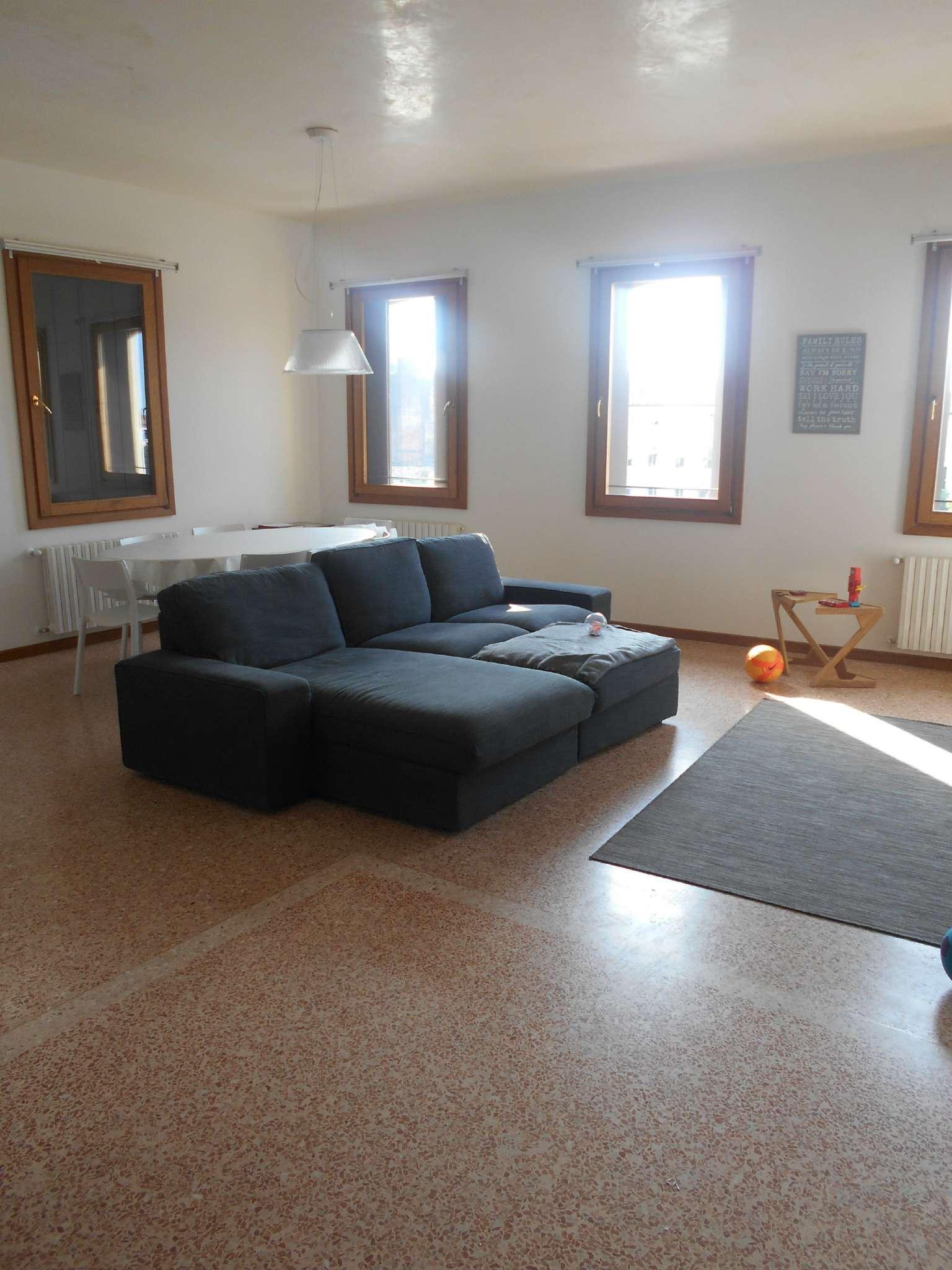 Appartamento in affitto a Castelfranco Veneto, 6 locali, prezzo € 1.000 | CambioCasa.it