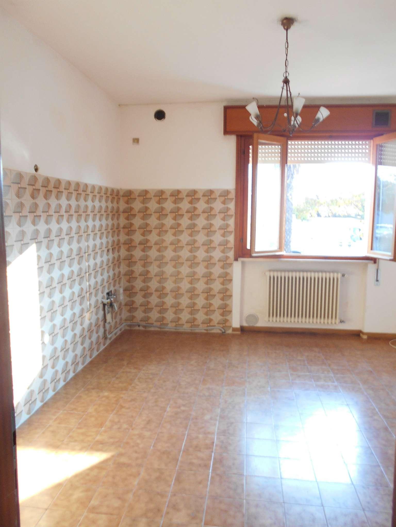 Appartamento in affitto a Castelfranco Veneto, 6 locali, prezzo € 550 | CambioCasa.it