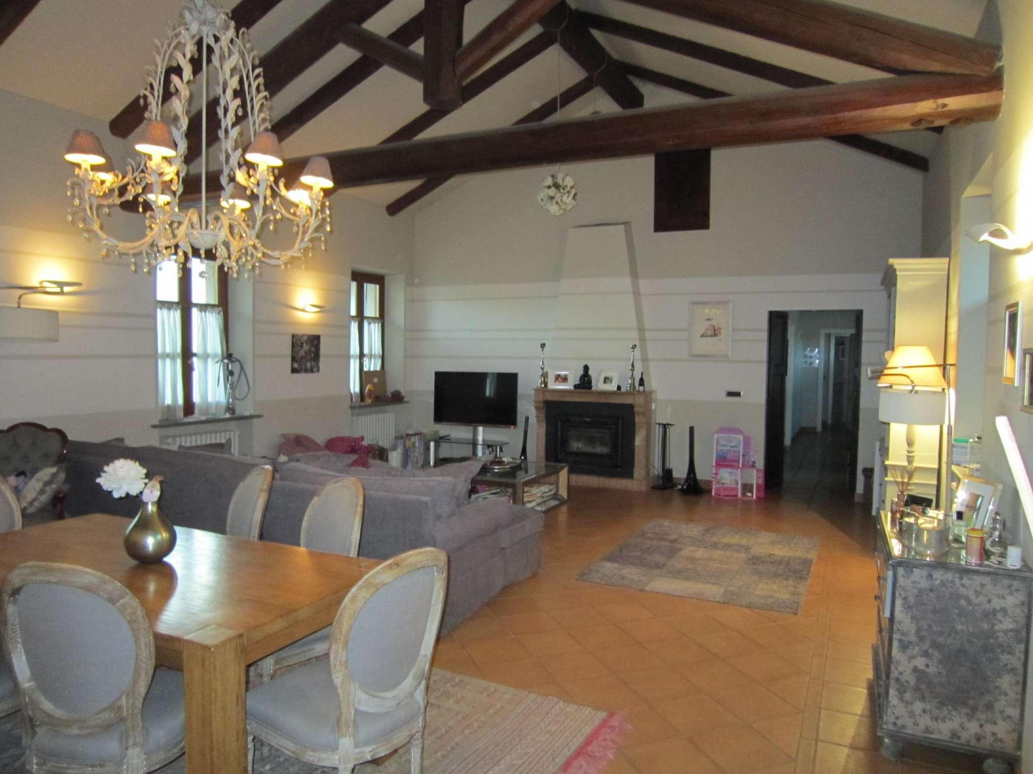 Appartamento in vendita a Cherasco, 5 locali, prezzo € 440.000 | CambioCasa.it