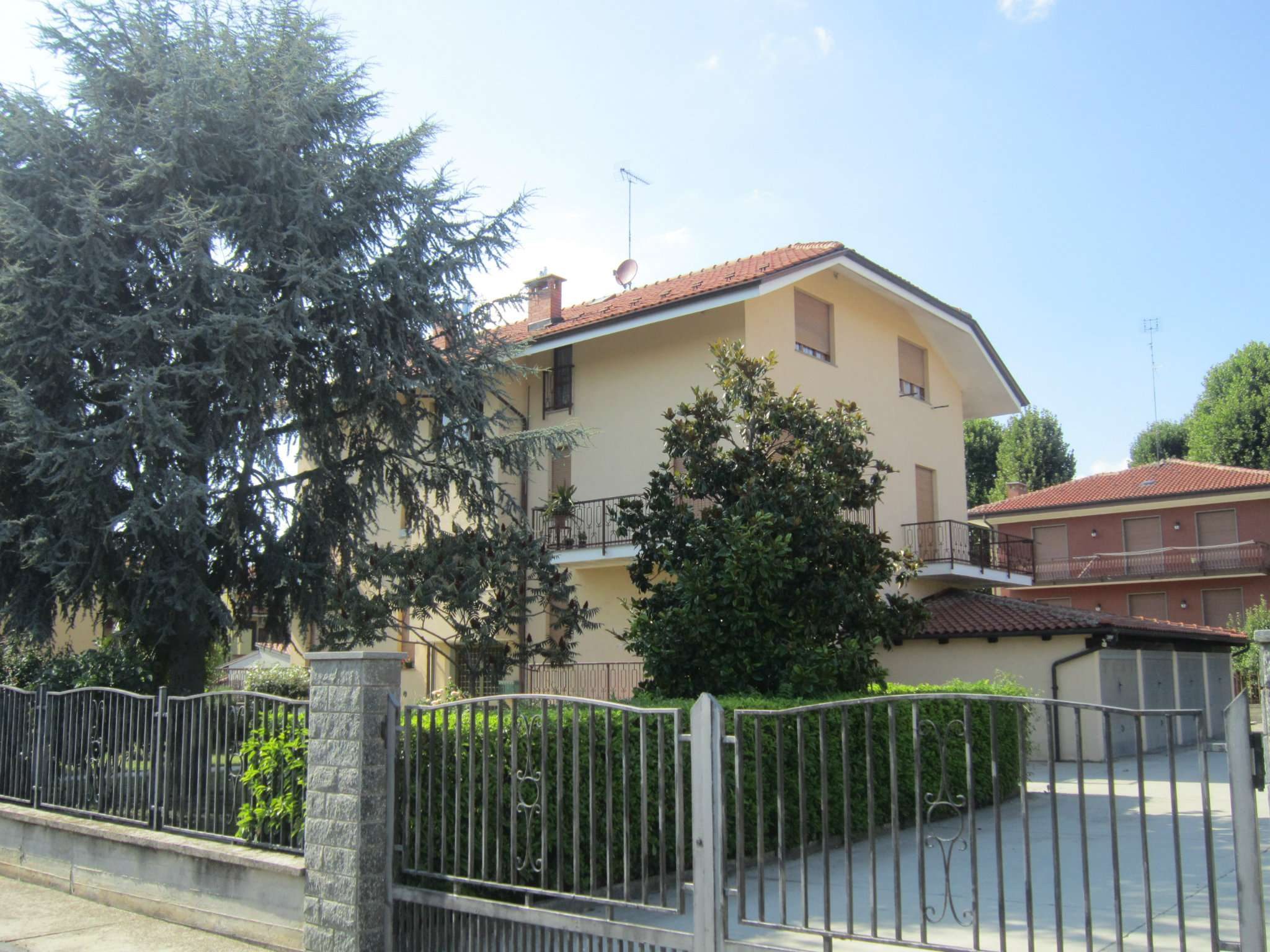 Appartamento in buone condizioni arredato in affitto Rif. 7994647